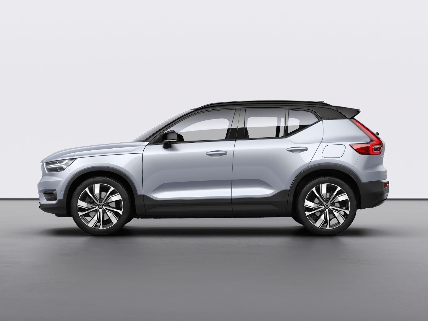 2021 volvo xc40 recharge electric suv offers merely 208