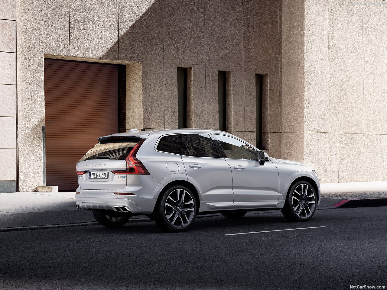 2021 volvo xc60 exclusively offered with hybrid power in