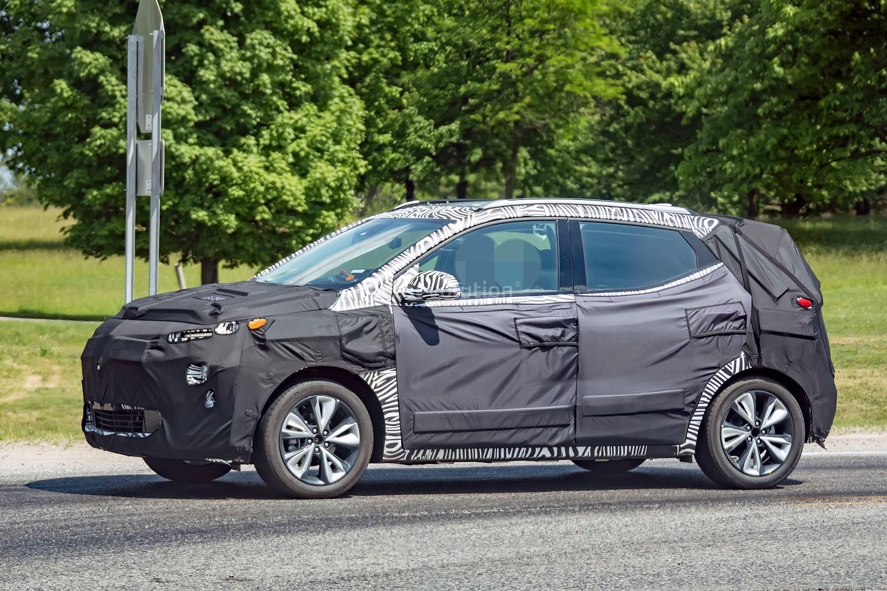 2022 Chevrolet Bolt Euv Teased Along With Facelifted Chevrolet Bolt Ev Autoevolution