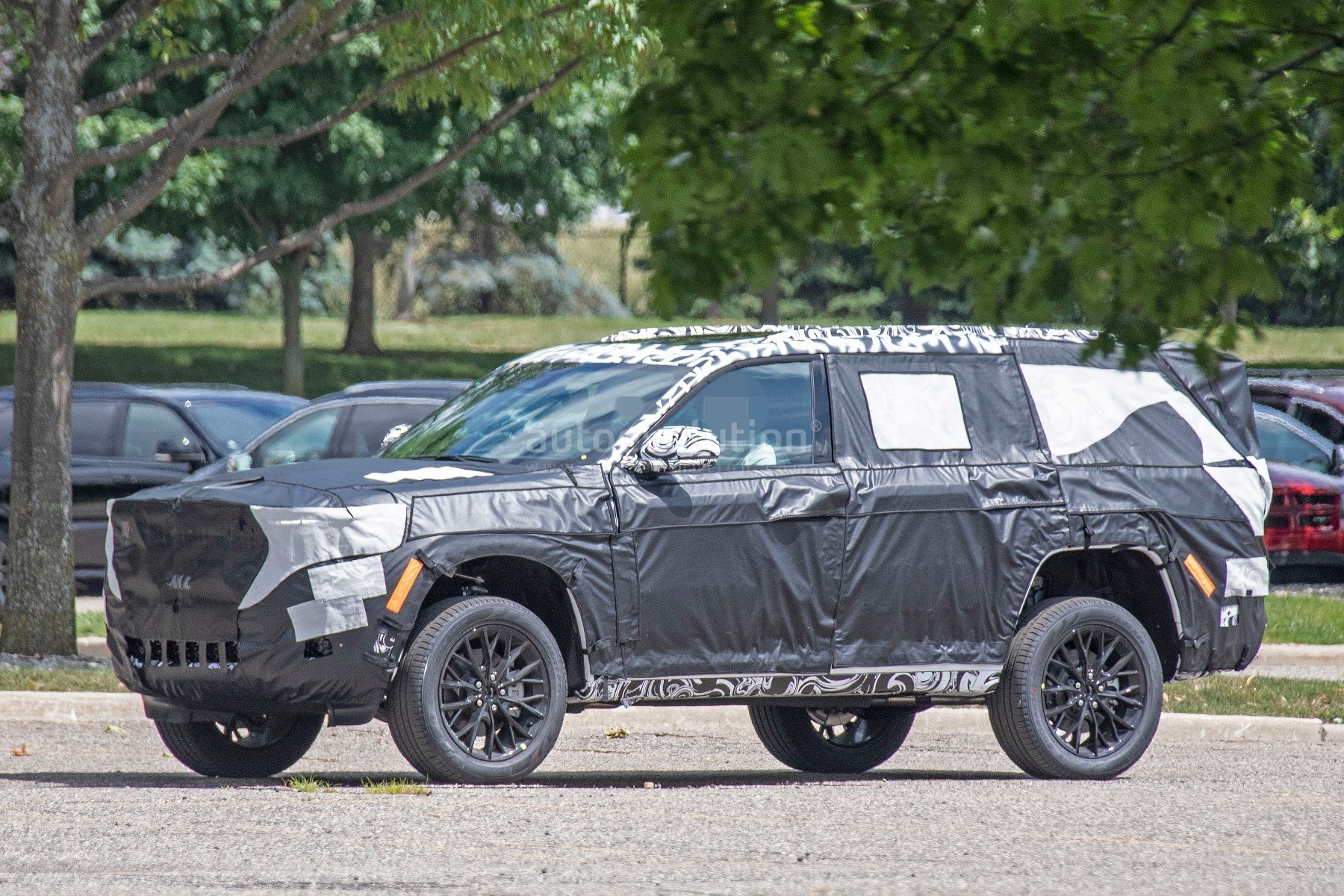 2022 jeep grand cherokee-based large suv spied with air