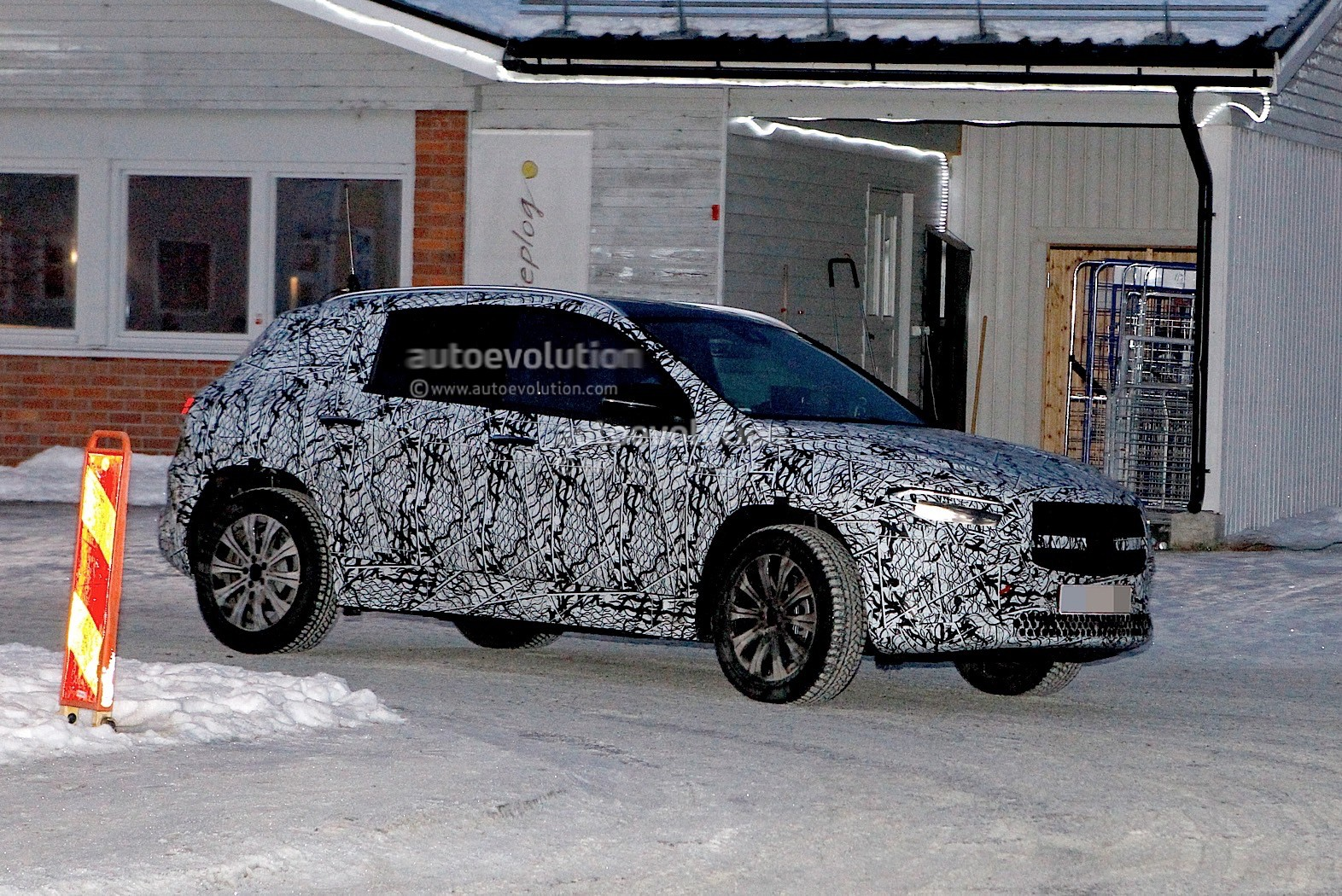 Next-gen Mercedes-Benz GLA unveiled