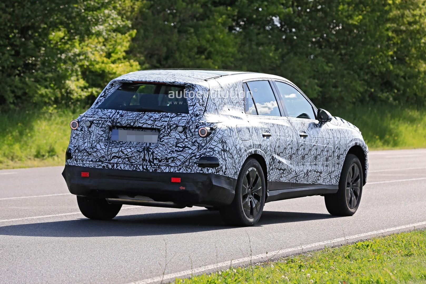 2021 - [Mercedes-Benz] GLC II 2022-mercedes-benz-glc-class-spied-up-close-looks-bigger_12