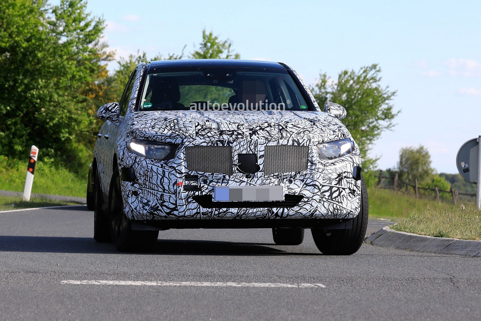 2021 - [Mercedes-Benz] GLC II 2022-mercedes-benz-glc-class-spied-up-close-looks-bigger_4