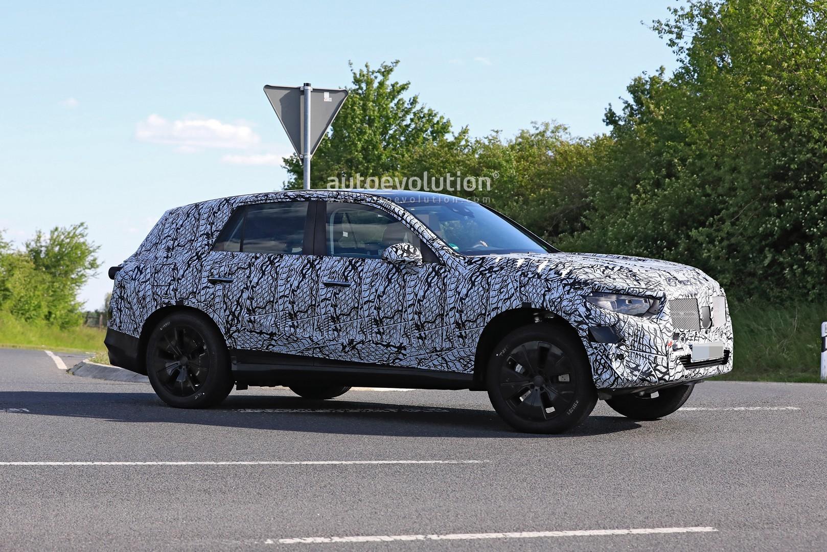 2021 - [Mercedes-Benz] GLC II 2022-mercedes-benz-glc-class-spied-up-close-looks-bigger_7