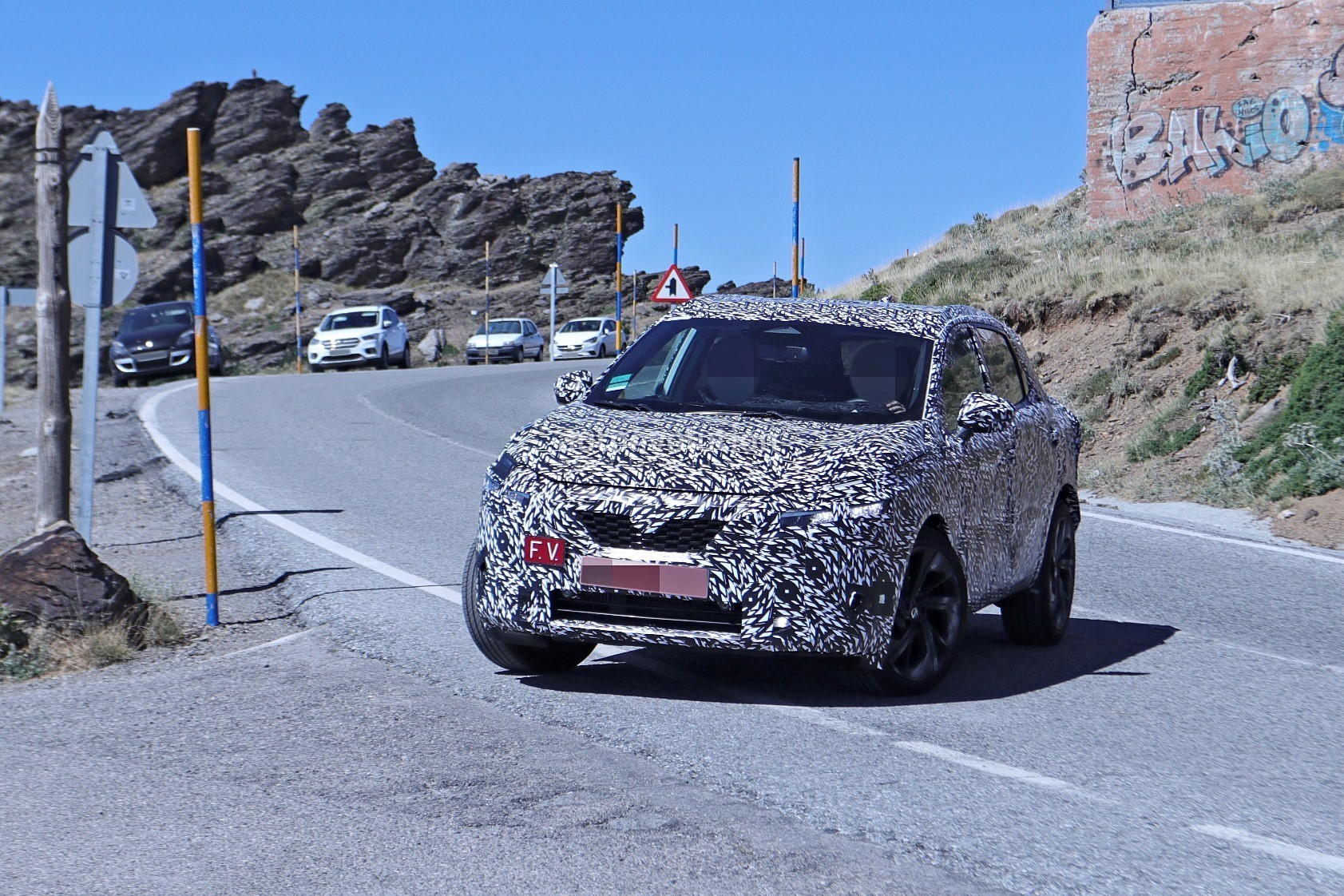 2020 - [Nissan] Qashqai III - Page 3 2022-nissan-qashqai-rogue-sport-spied-testing-looks-pretty-sharp_15
