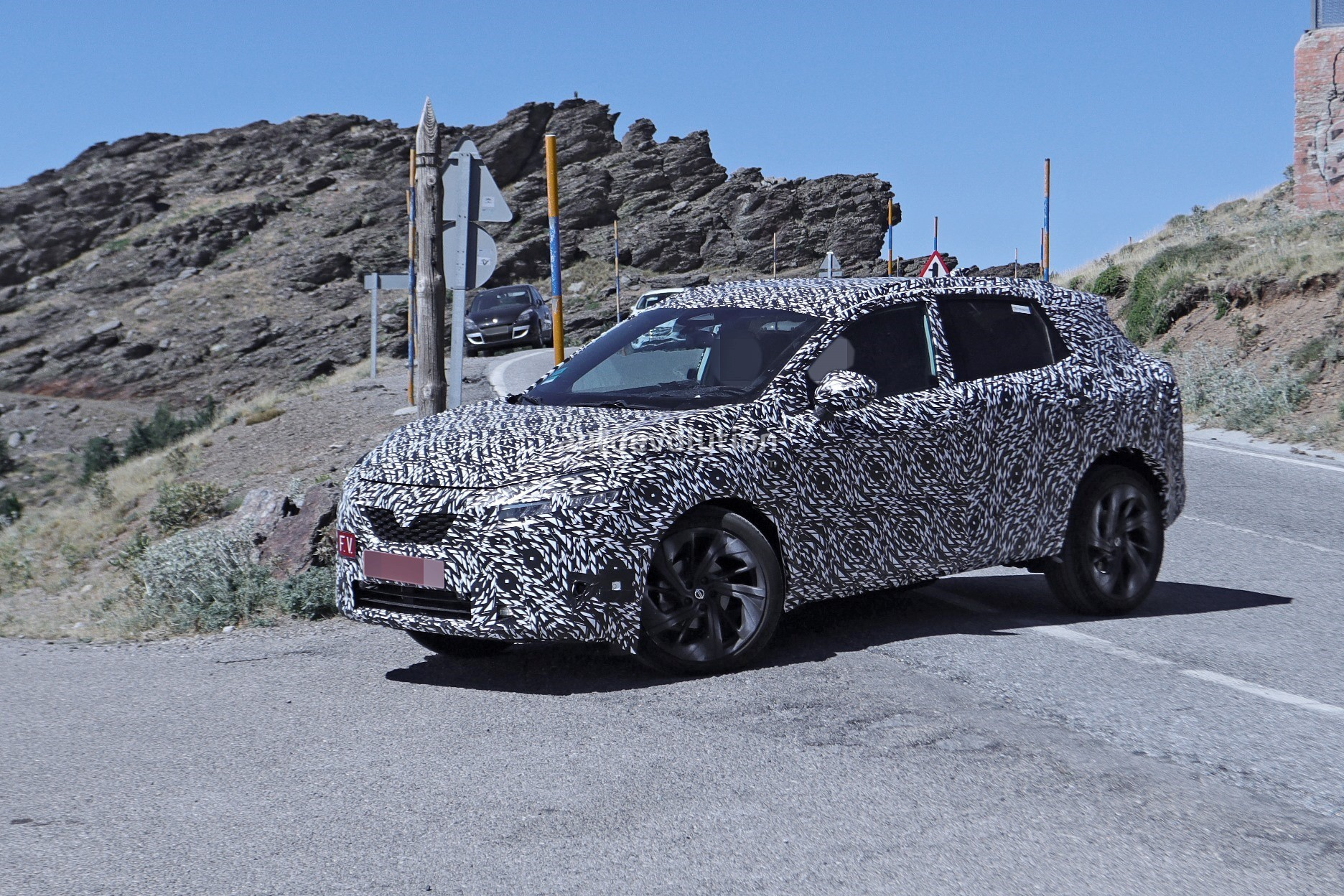2020 - [Nissan] Qashqai III - Page 3 2022-nissan-qashqai-rogue-sport-spied-testing-looks-pretty-sharp_16