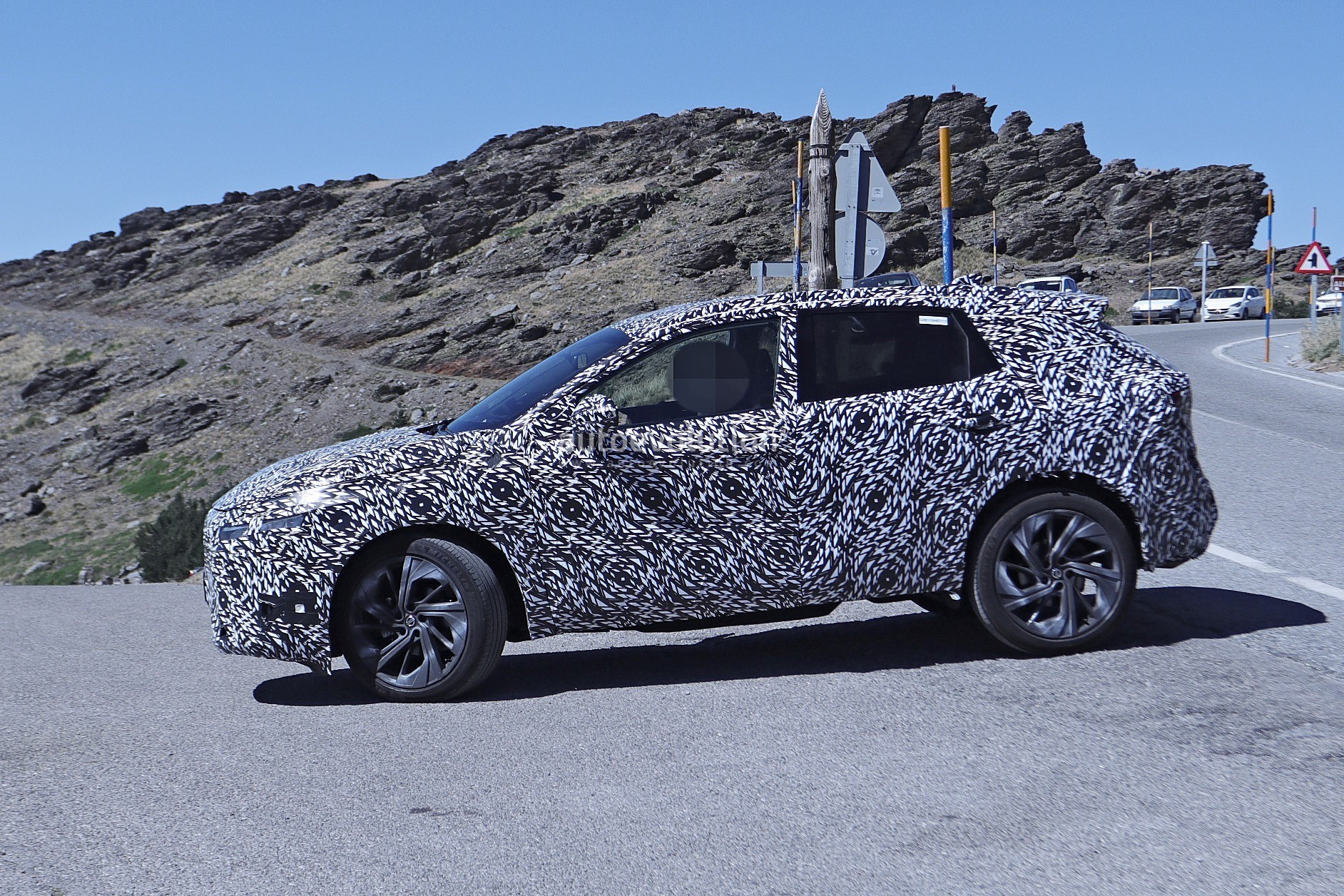 2020 - [Nissan] Qashqai III - Page 3 2022-nissan-qashqai-rogue-sport-spied-testing-looks-pretty-sharp_18