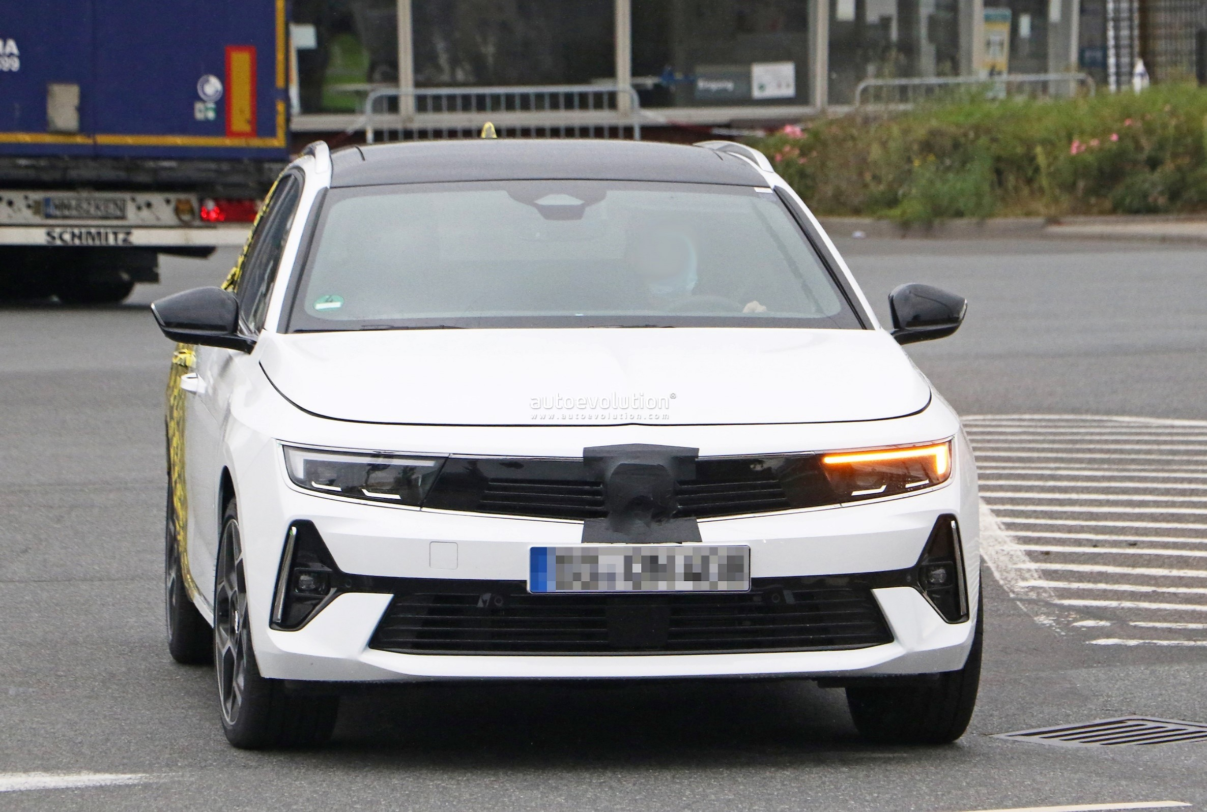 Re: 2021 - [Opel] Astra L [OV51/52] - Page 24 2022-opel-astra-sports-tourer-shows-off-longer-wheelbase_1