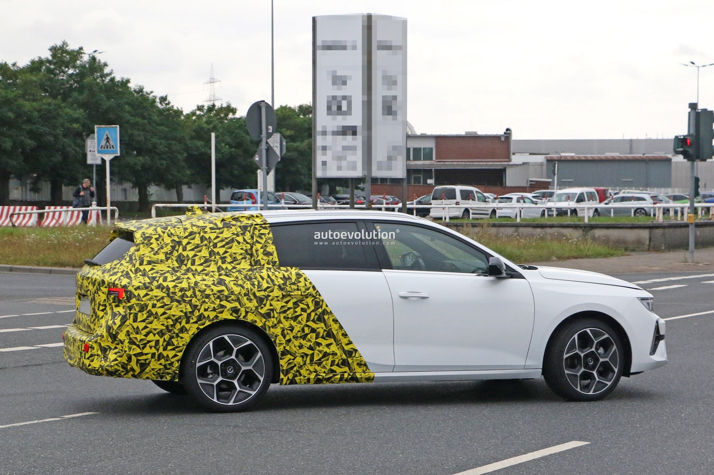 Re: 2021 - [Opel] Astra L [OV51/52] - Page 24 2022-opel-astra-sports-tourer-shows-off-longer-wheelbase_10