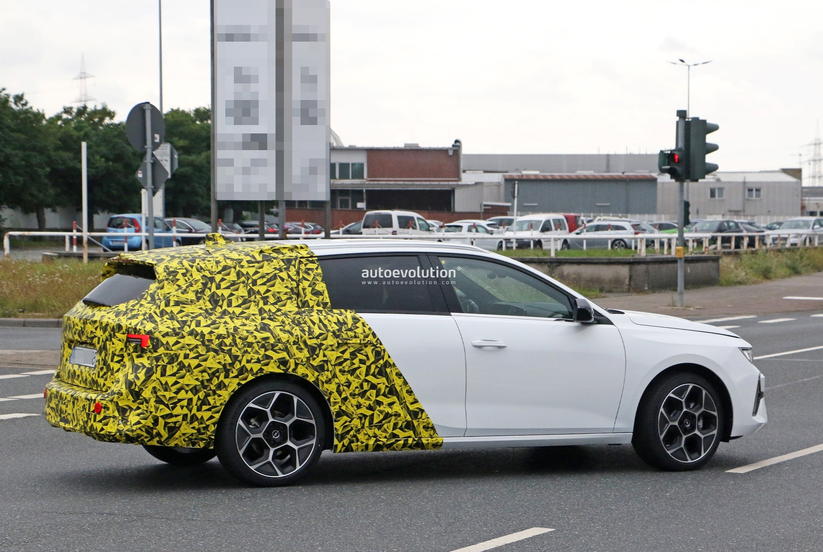 Re: 2021 - [Opel] Astra L [OV51/52] - Page 24 2022-opel-astra-sports-tourer-shows-off-longer-wheelbase_11