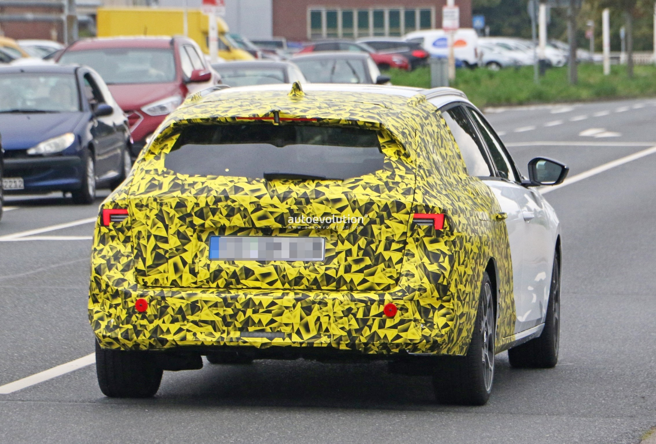 Re: 2021 - [Opel] Astra L [OV51/52] - Page 24 2022-opel-astra-sports-tourer-shows-off-longer-wheelbase_17