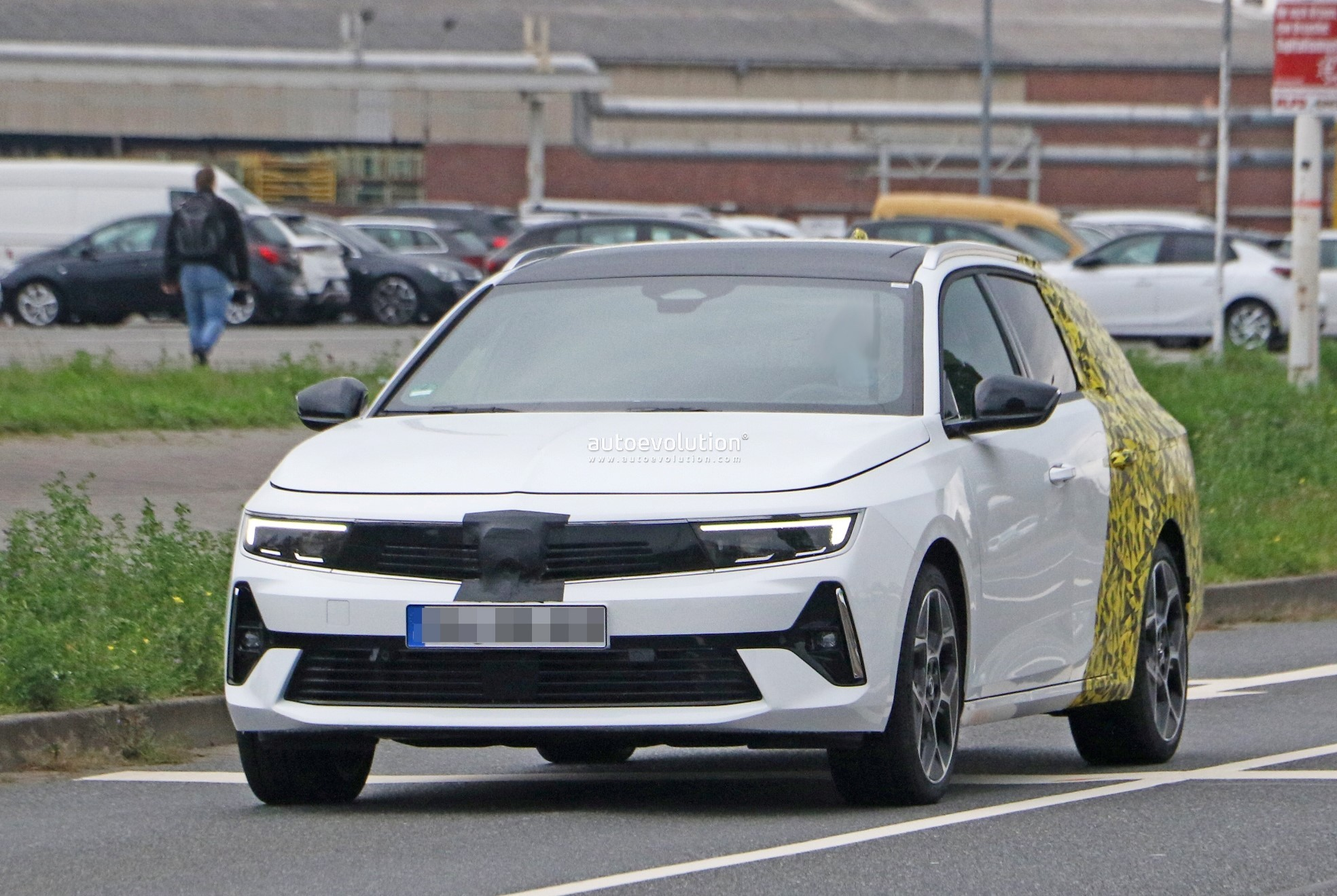 Re: 2021 - [Opel] Astra L [OV51/52] - Page 24 2022-opel-astra-sports-tourer-shows-off-longer-wheelbase_18