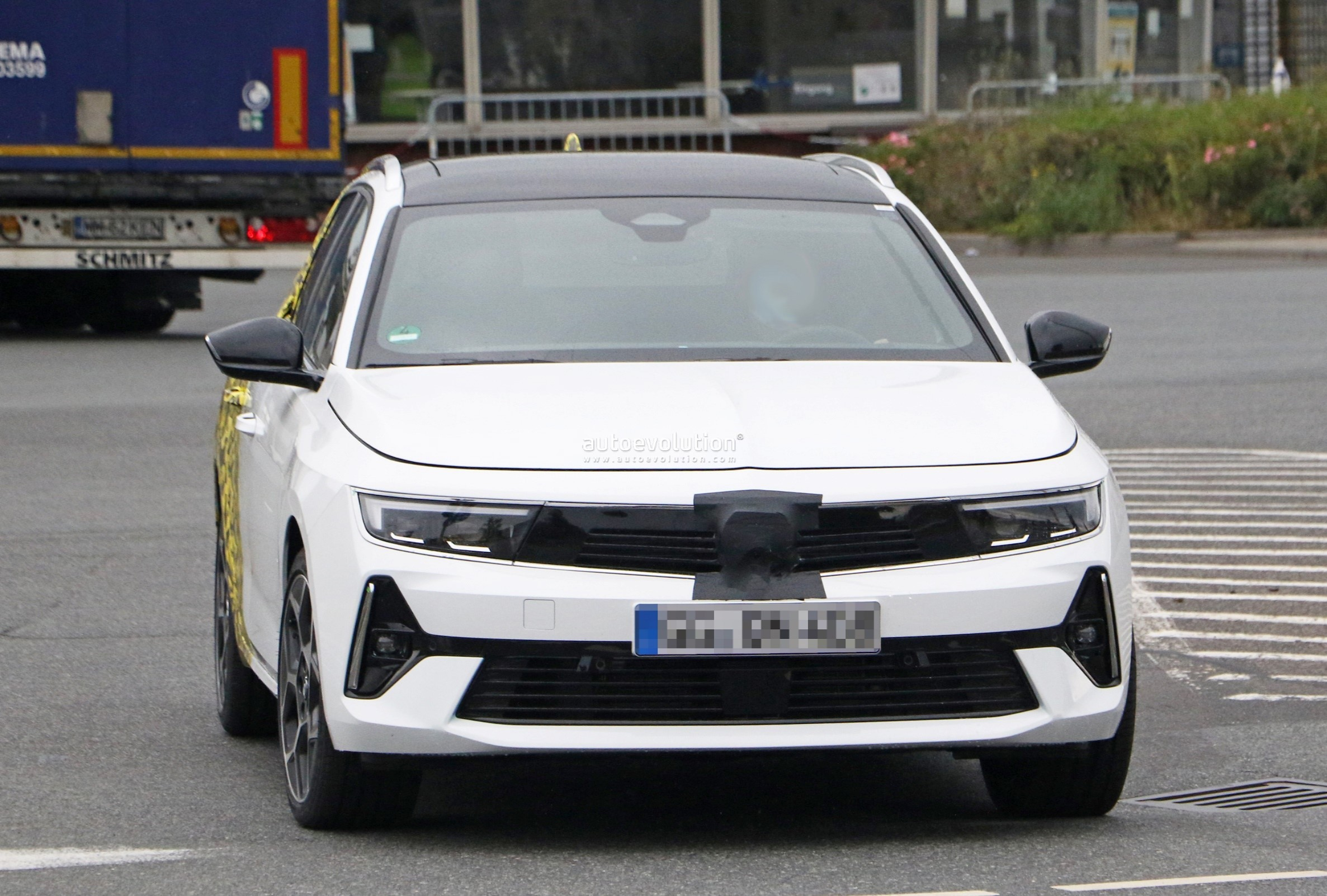 Re: 2021 - [Opel] Astra L [OV51/52] - Page 24 2022-opel-astra-sports-tourer-shows-off-longer-wheelbase_2