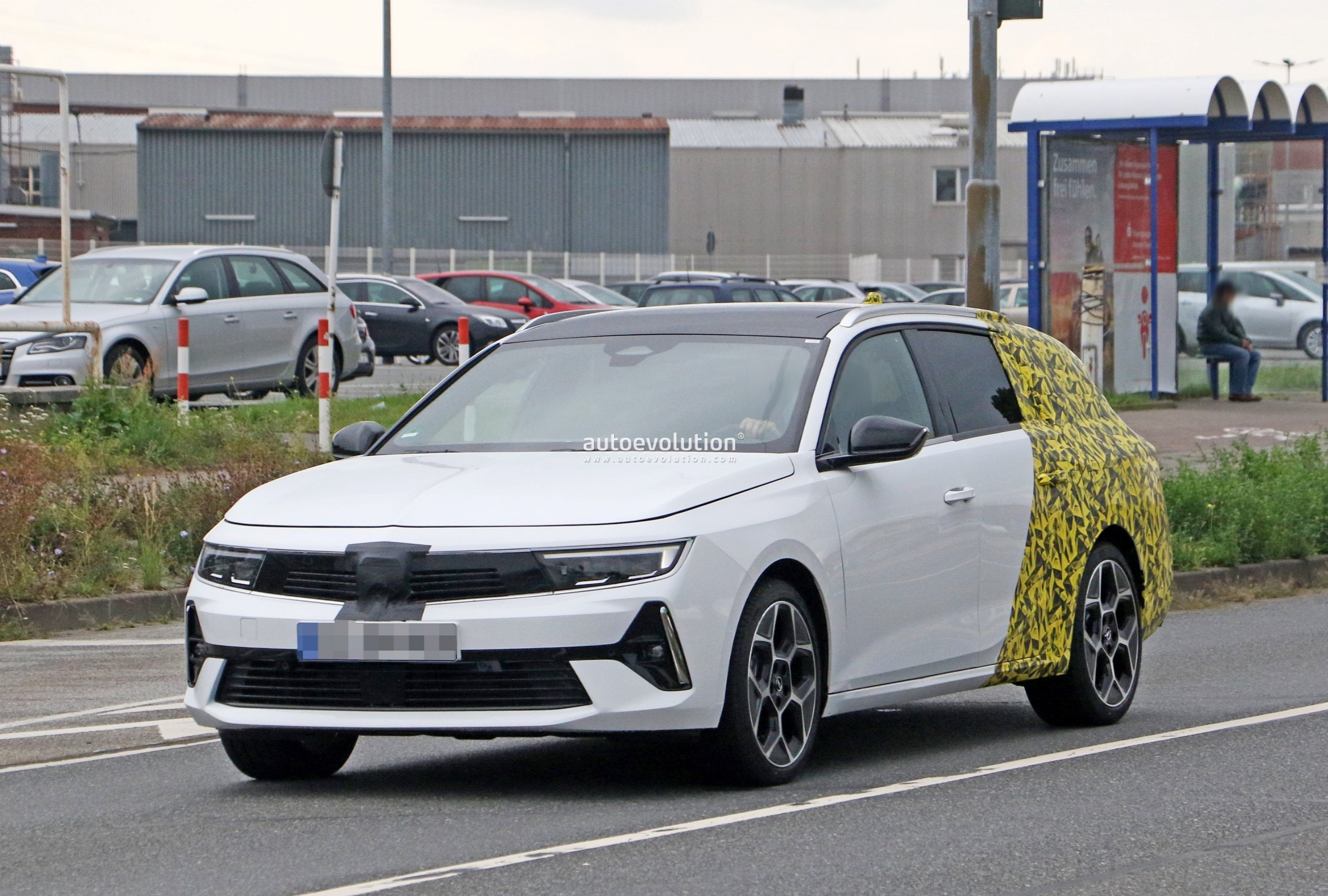 Re: 2021 - [Opel] Astra L [OV51/52] - Page 24 2022-opel-astra-sports-tourer-shows-off-longer-wheelbase_20