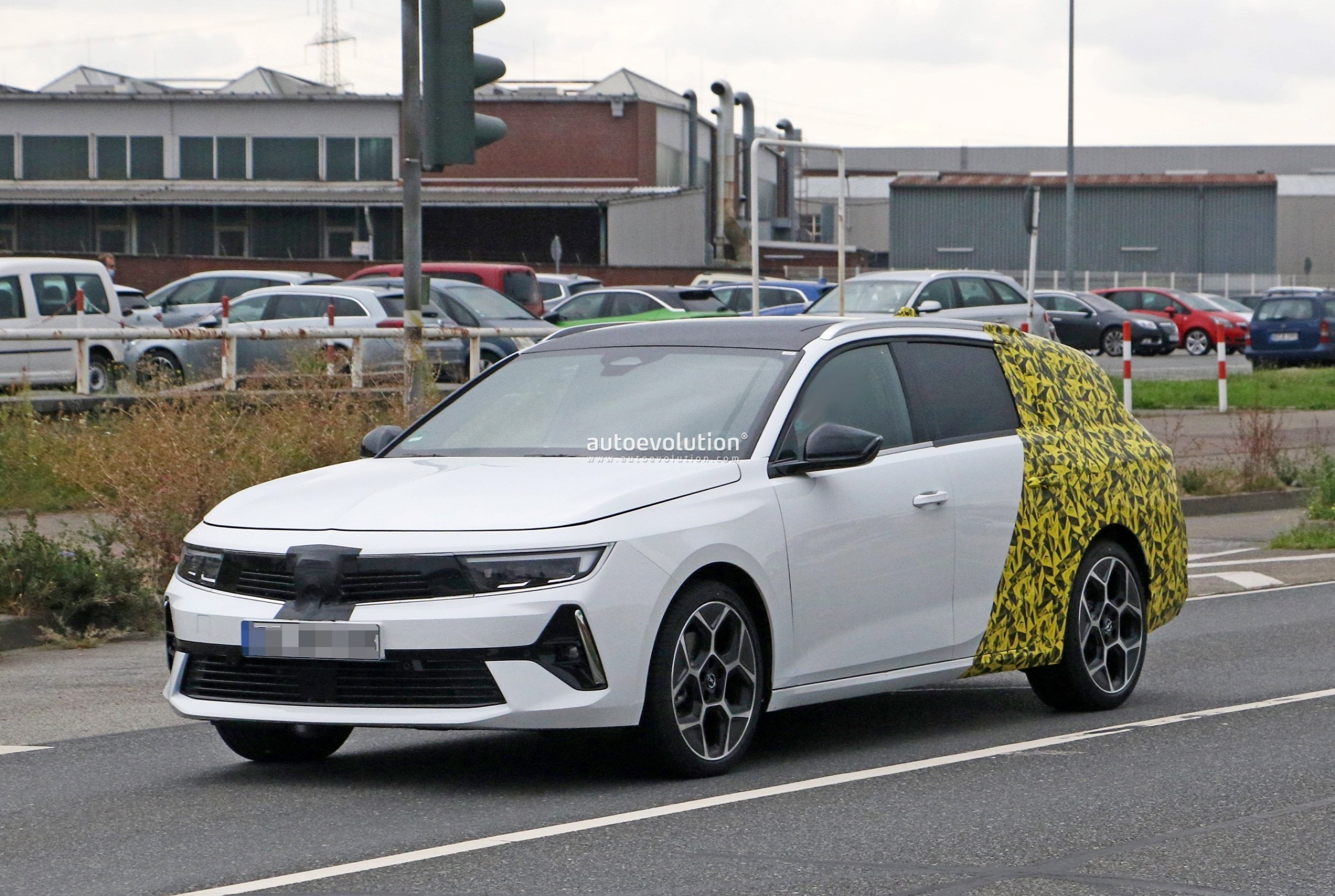 Re: 2021 - [Opel] Astra L [OV51/52] - Page 24 2022-opel-astra-sports-tourer-shows-off-longer-wheelbase_21