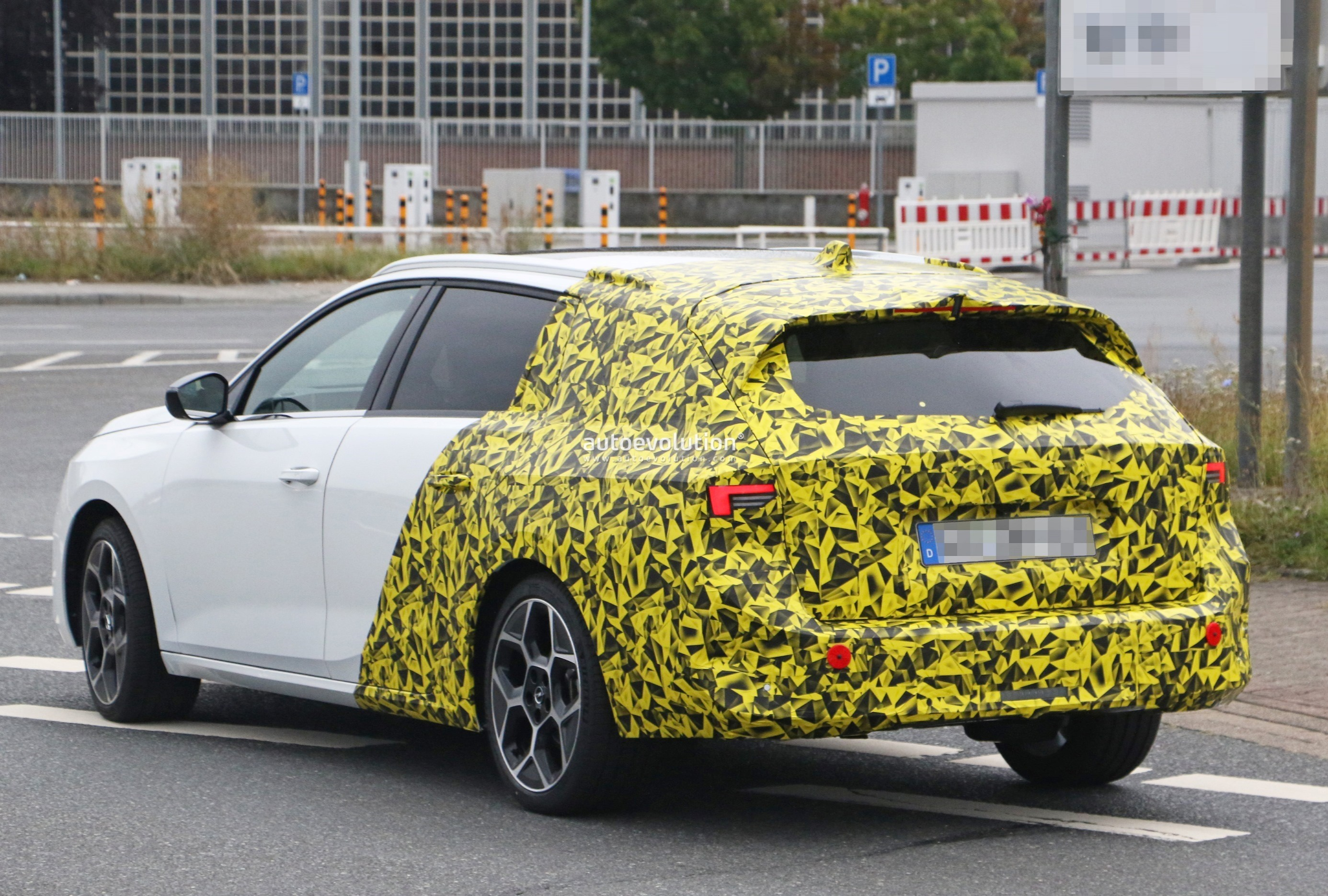 Re: 2021 - [Opel] Astra L [OV51/52] - Page 24 2022-opel-astra-sports-tourer-shows-off-longer-wheelbase_26