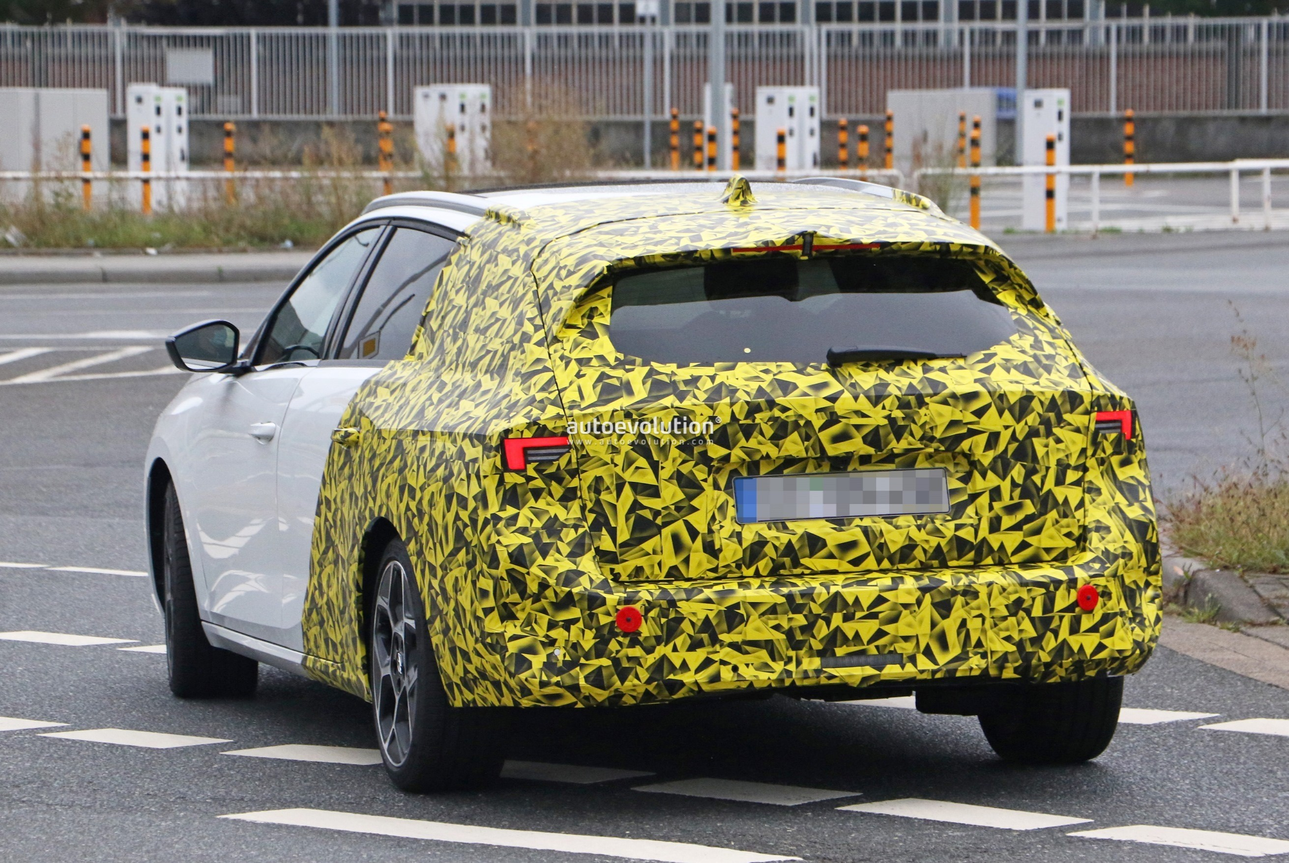 Re: 2021 - [Opel] Astra L [OV51/52] - Page 24 2022-opel-astra-sports-tourer-shows-off-longer-wheelbase_27
