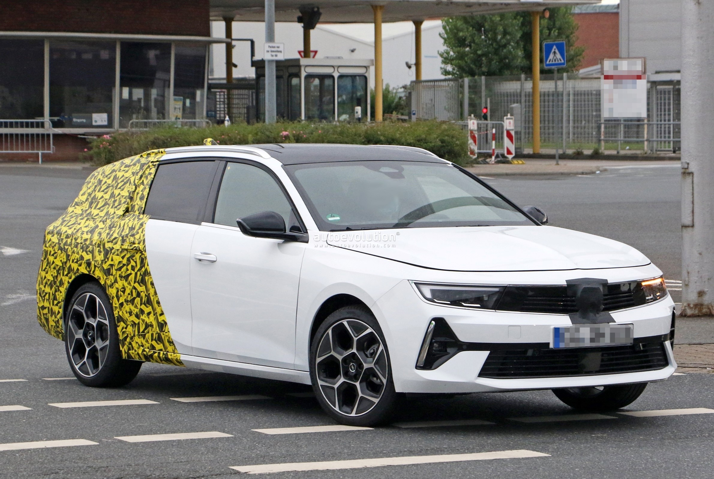 Re: 2021 - [Opel] Astra L [OV51/52] - Page 24 2022-opel-astra-sports-tourer-shows-off-longer-wheelbase_5