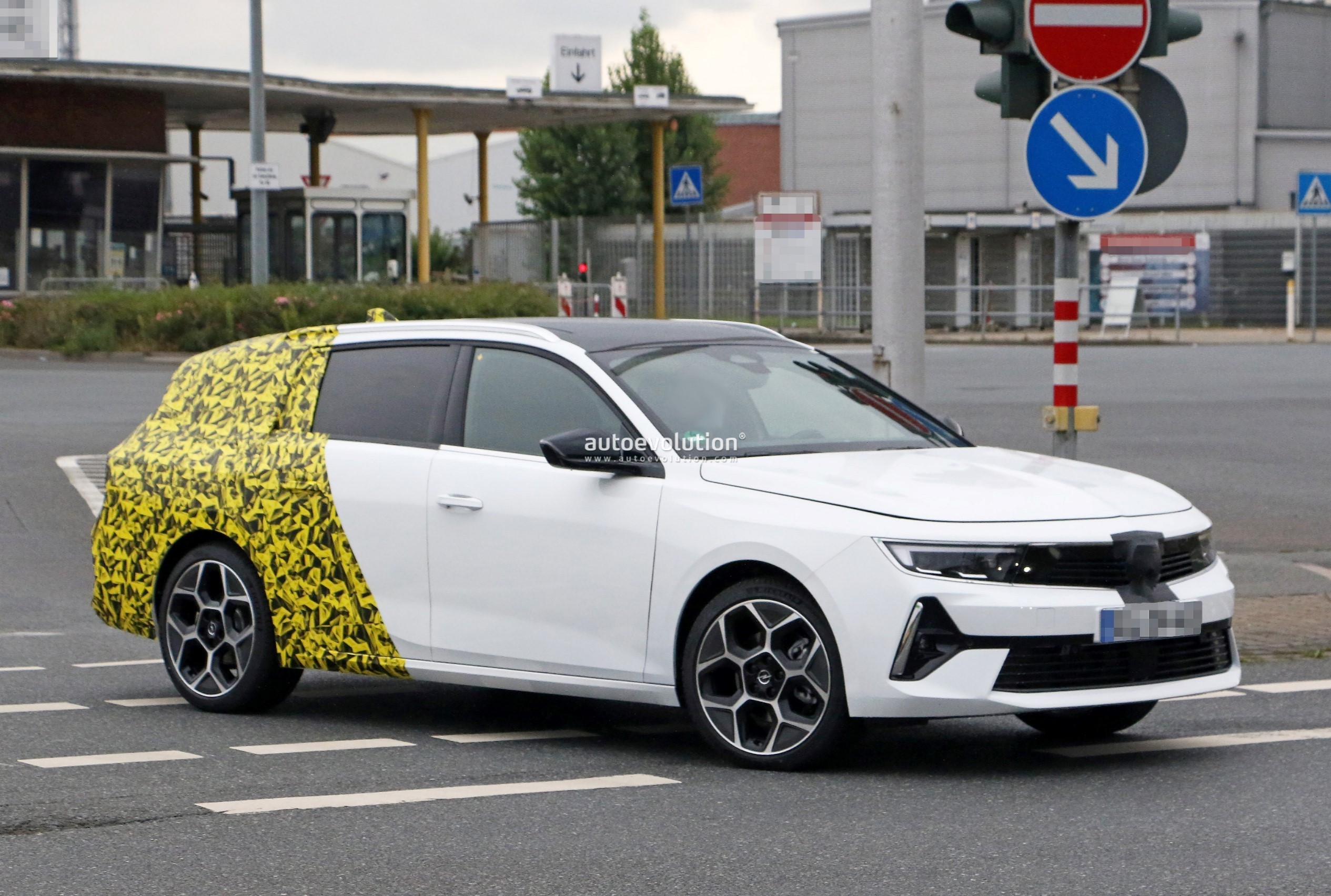 Re: 2021 - [Opel] Astra L [OV51/52] - Page 24 2022-opel-astra-sports-tourer-shows-off-longer-wheelbase_6