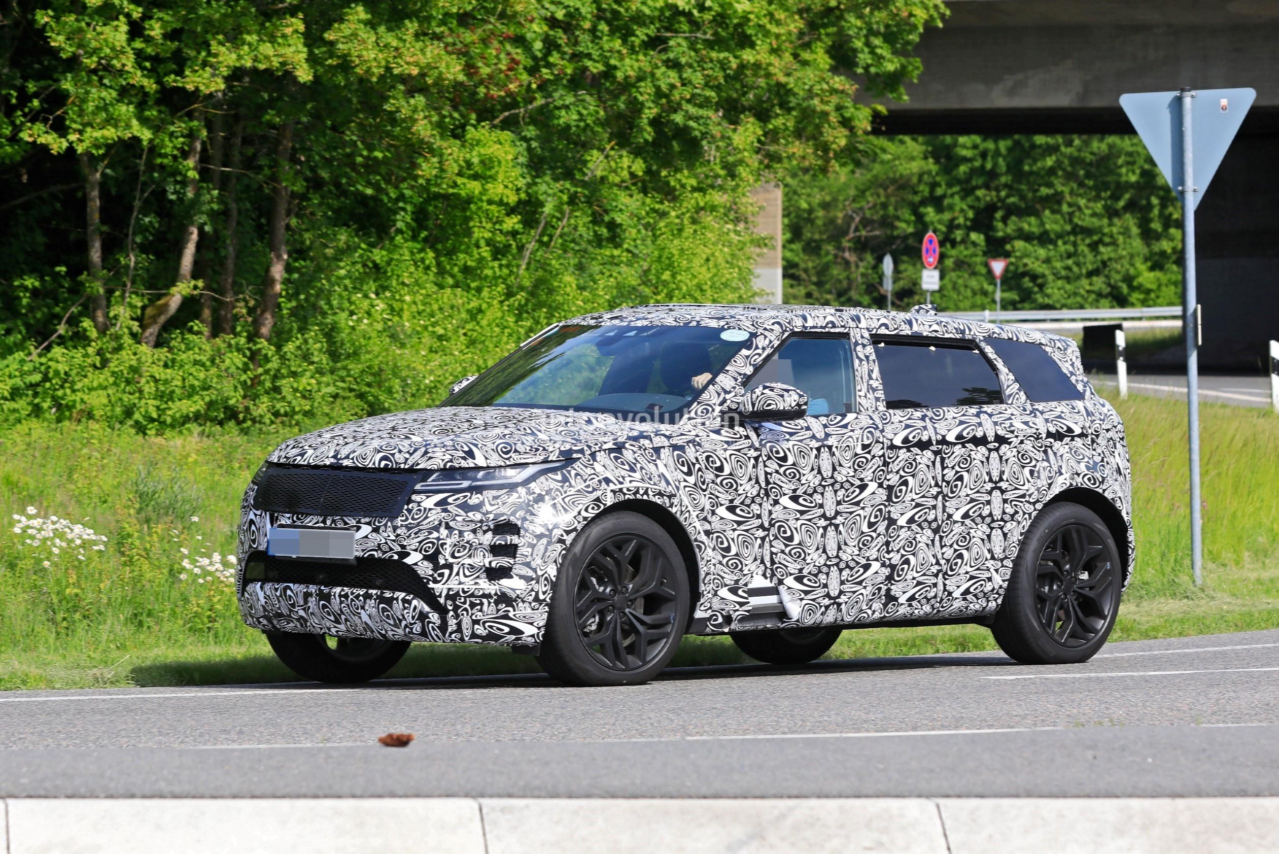 2022 Range Rover Evoque Lwb Spied With Seven Seats Familiar Exterior Design Autoevolution