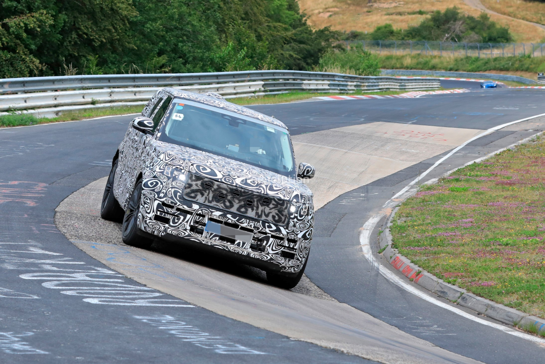 2021 - [Land Rover] Range Rover Sport III [L461] 2022-range-rover-spied-fine-tuning-suspension-at-the-nurburgring_12