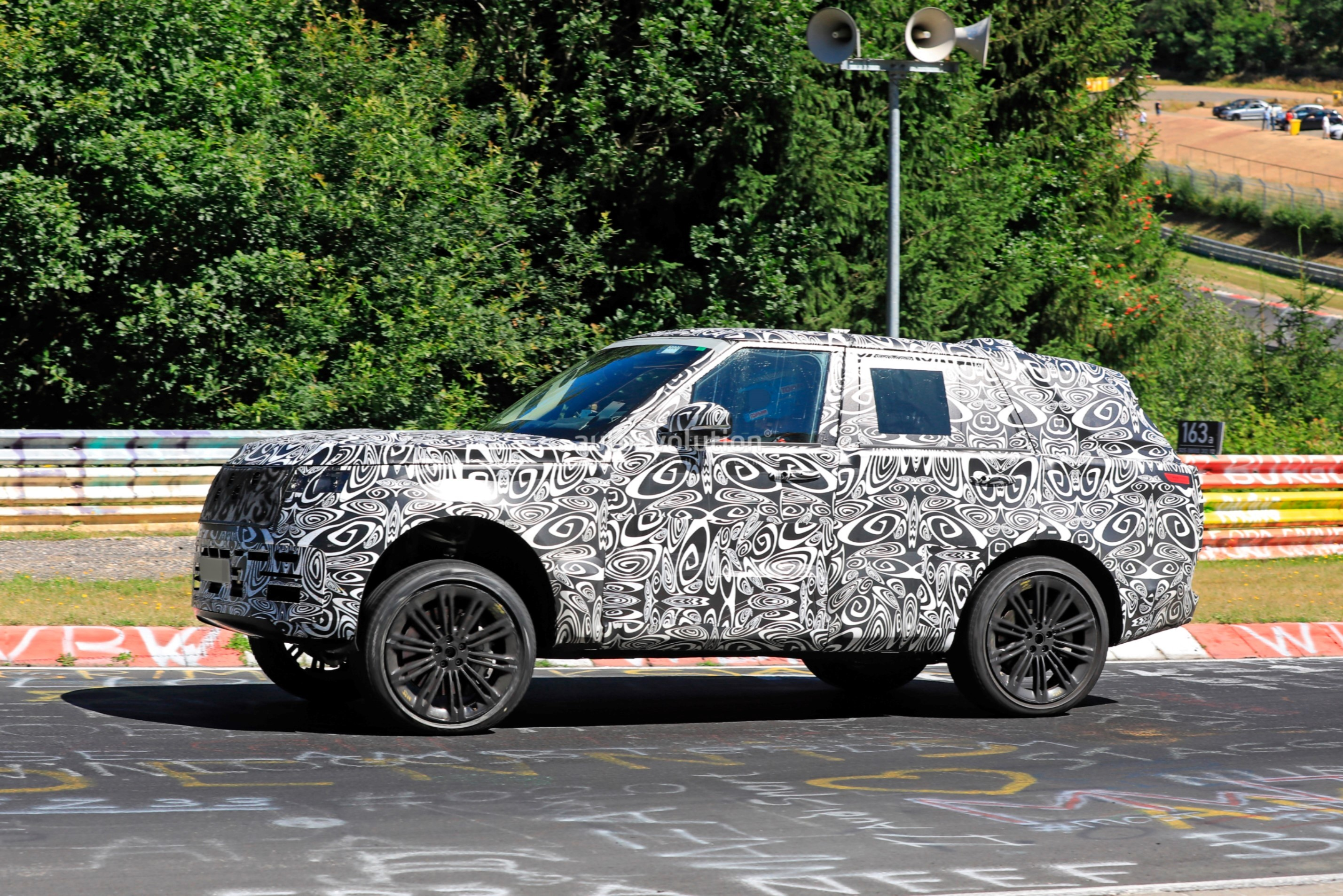 2021 - [Land Rover] Range Rover Sport III [L461] 2022-range-rover-spied-fine-tuning-suspension-at-the-nurburgring_5