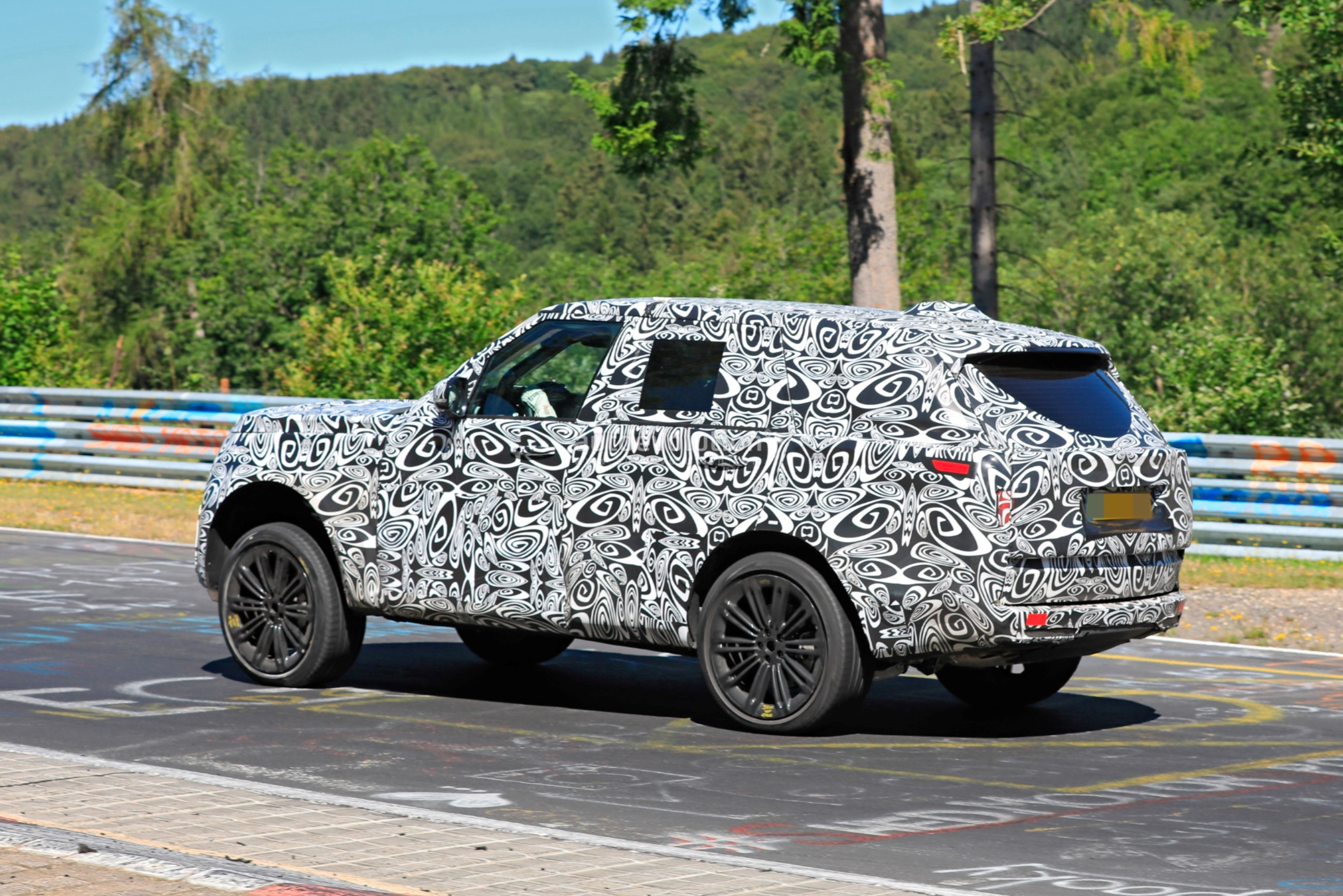 2021 - [Land Rover] Range Rover Sport III [L461] 2022-range-rover-spied-fine-tuning-suspension-at-the-nurburgring_7