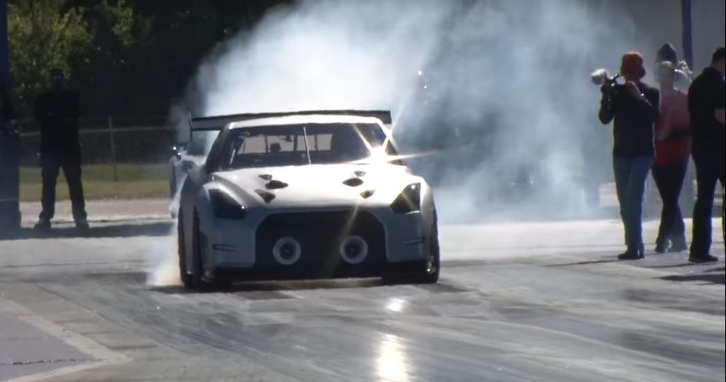 2 400 Hp T1 Nissan Gt R Flexes Its Twin Turbo Muscles Chasing A 6s Quarter Mile Autoevolution