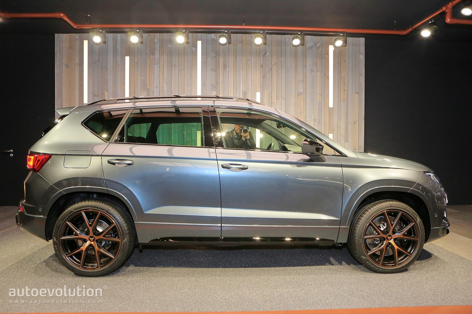 the seat ateca cupra is almost the smallest performance suv in the world autoevolution. Black Bedroom Furniture Sets. Home Design Ideas