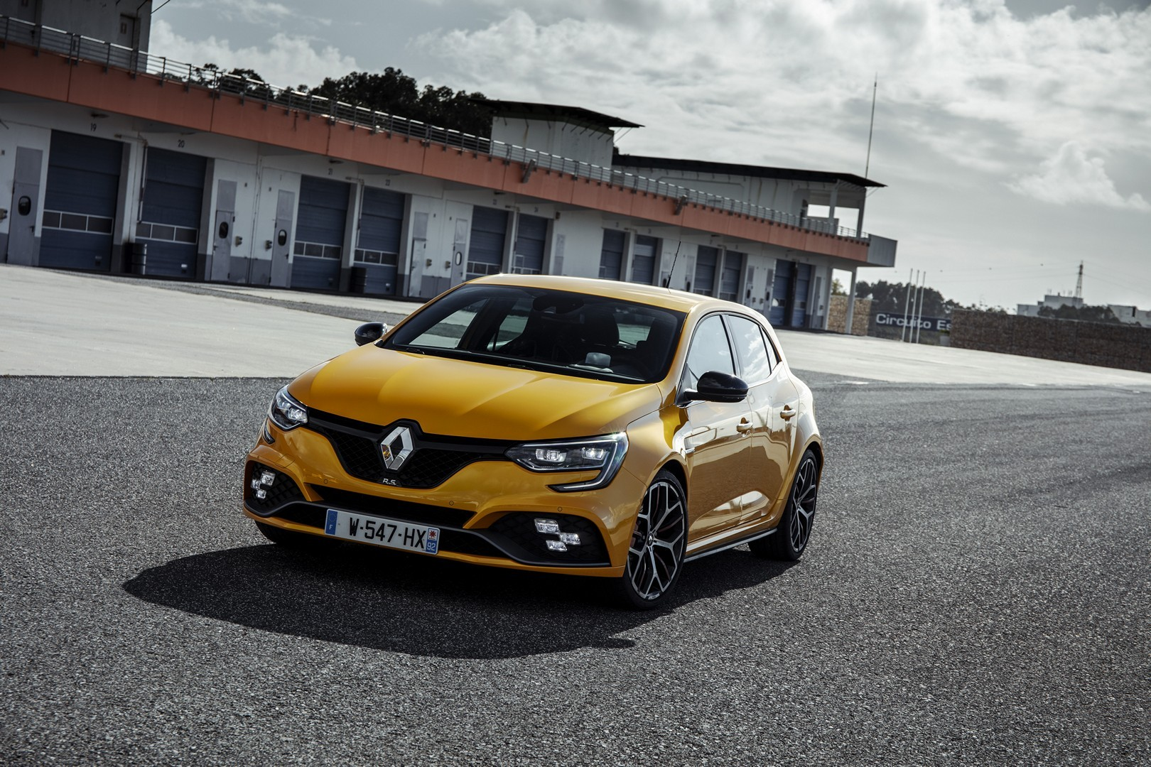 300 hp renault megane rs trophy pricing announced is way. Black Bedroom Furniture Sets. Home Design Ideas