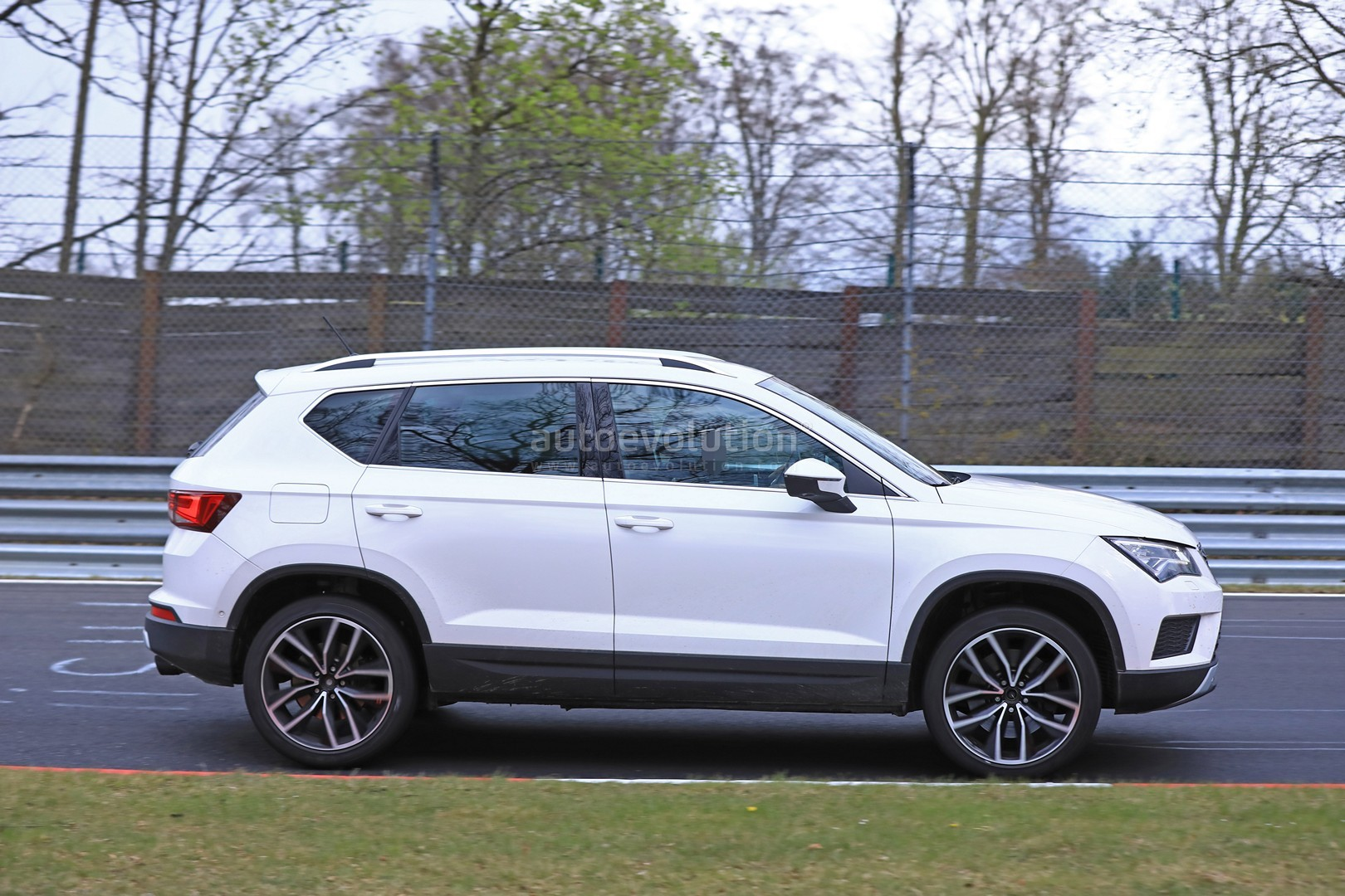 300 hp seat ateca cupra still doesn 39 t want to show its design autoevolution. Black Bedroom Furniture Sets. Home Design Ideas