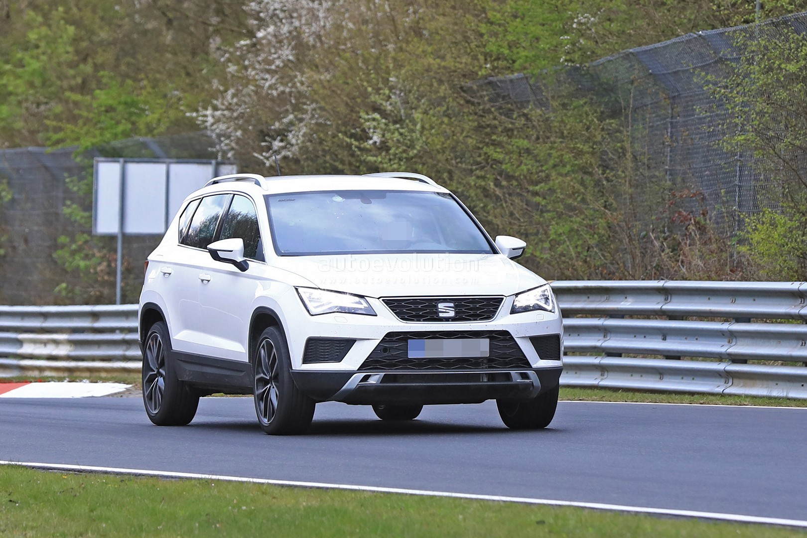300 hp seat ateca cupra still doesn t want to show its design