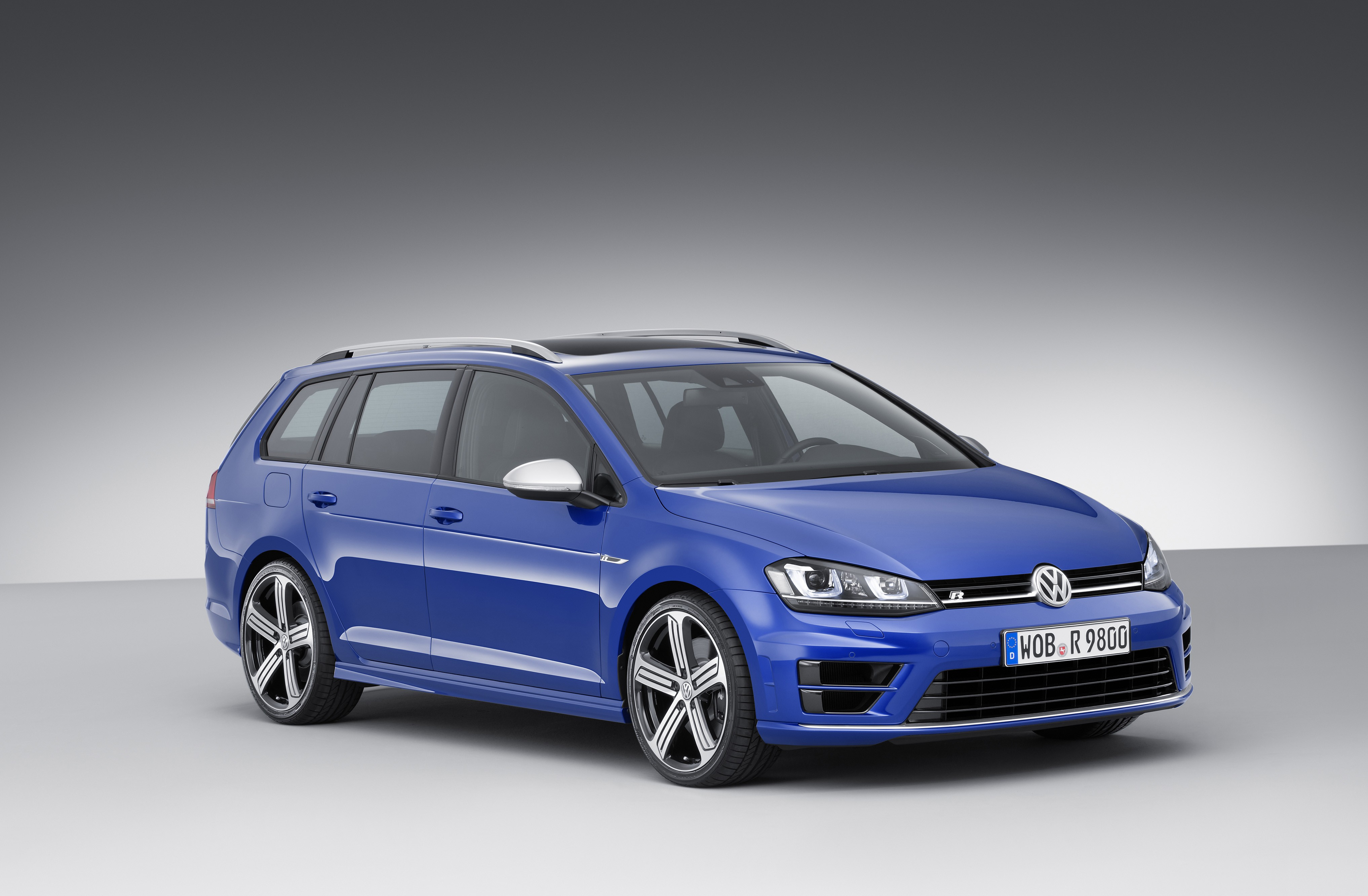 300 hp volkswagen golf r variant wagon revealed ahead of. Black Bedroom Furniture Sets. Home Design Ideas