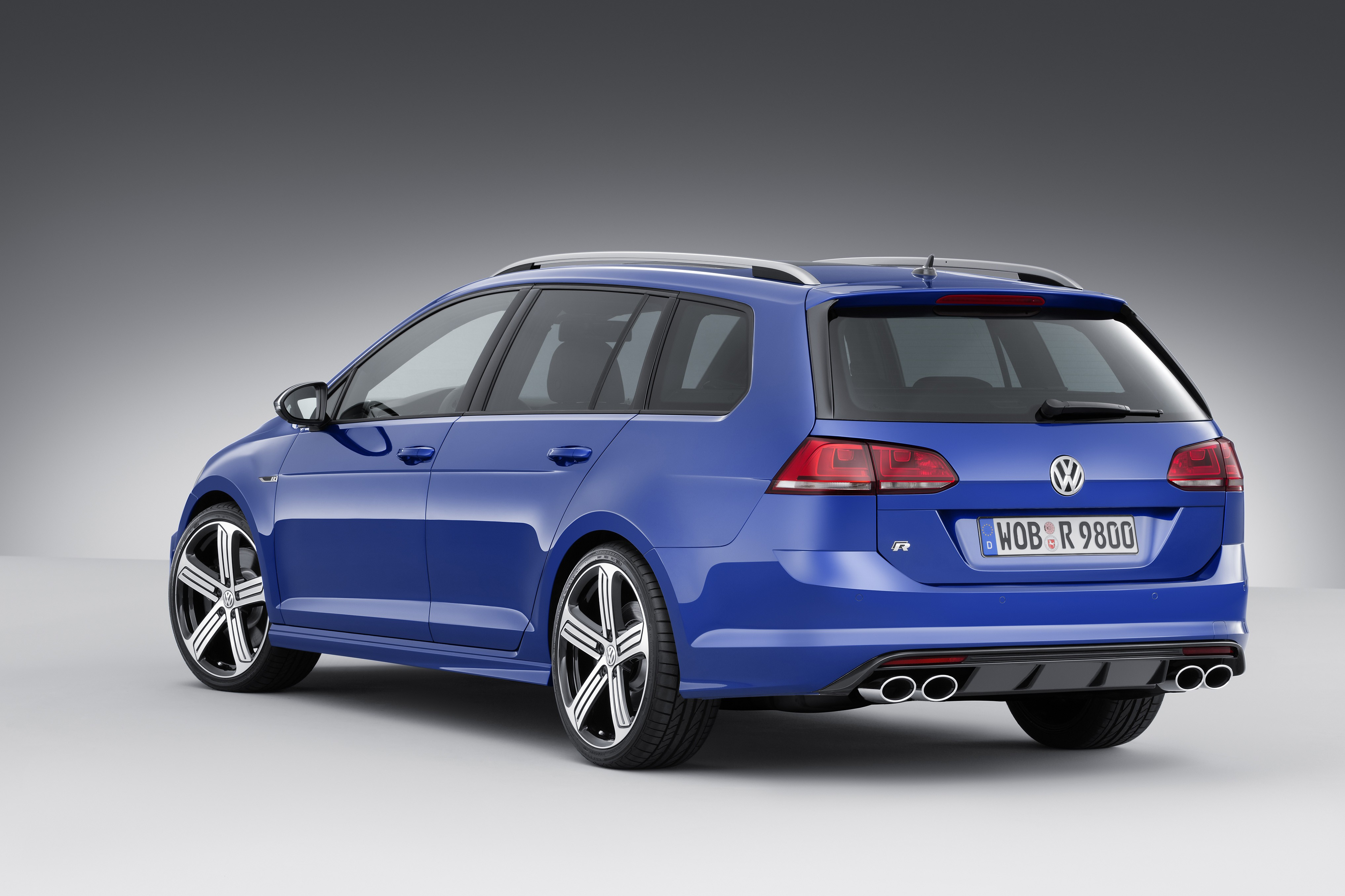 300 hp volkswagen golf r variant wagon revealed ahead of los angeles auto show autoevolution. Black Bedroom Furniture Sets. Home Design Ideas