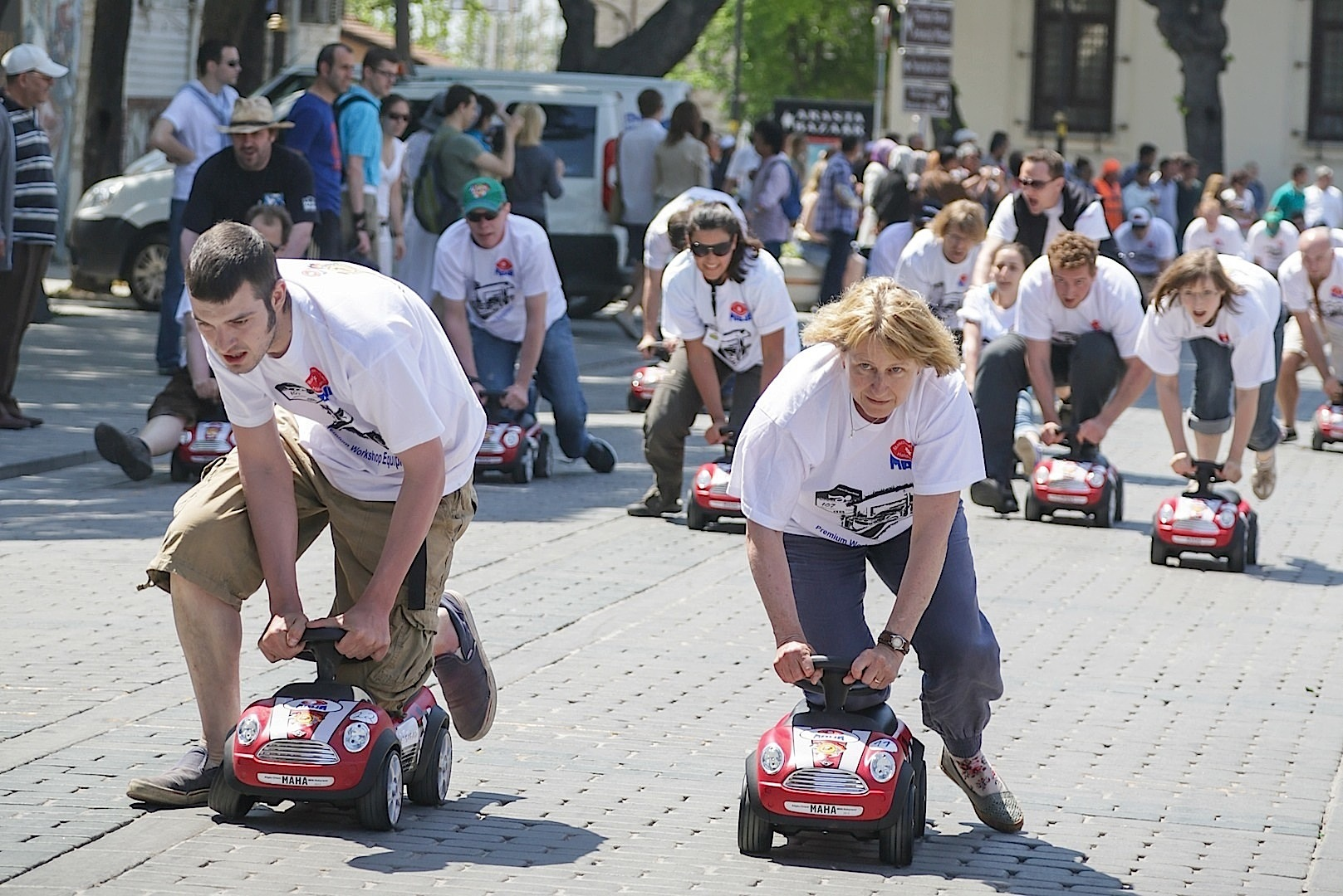 350 mini baby racers break a world record autoevolution. Black Bedroom Furniture Sets. Home Design Ideas