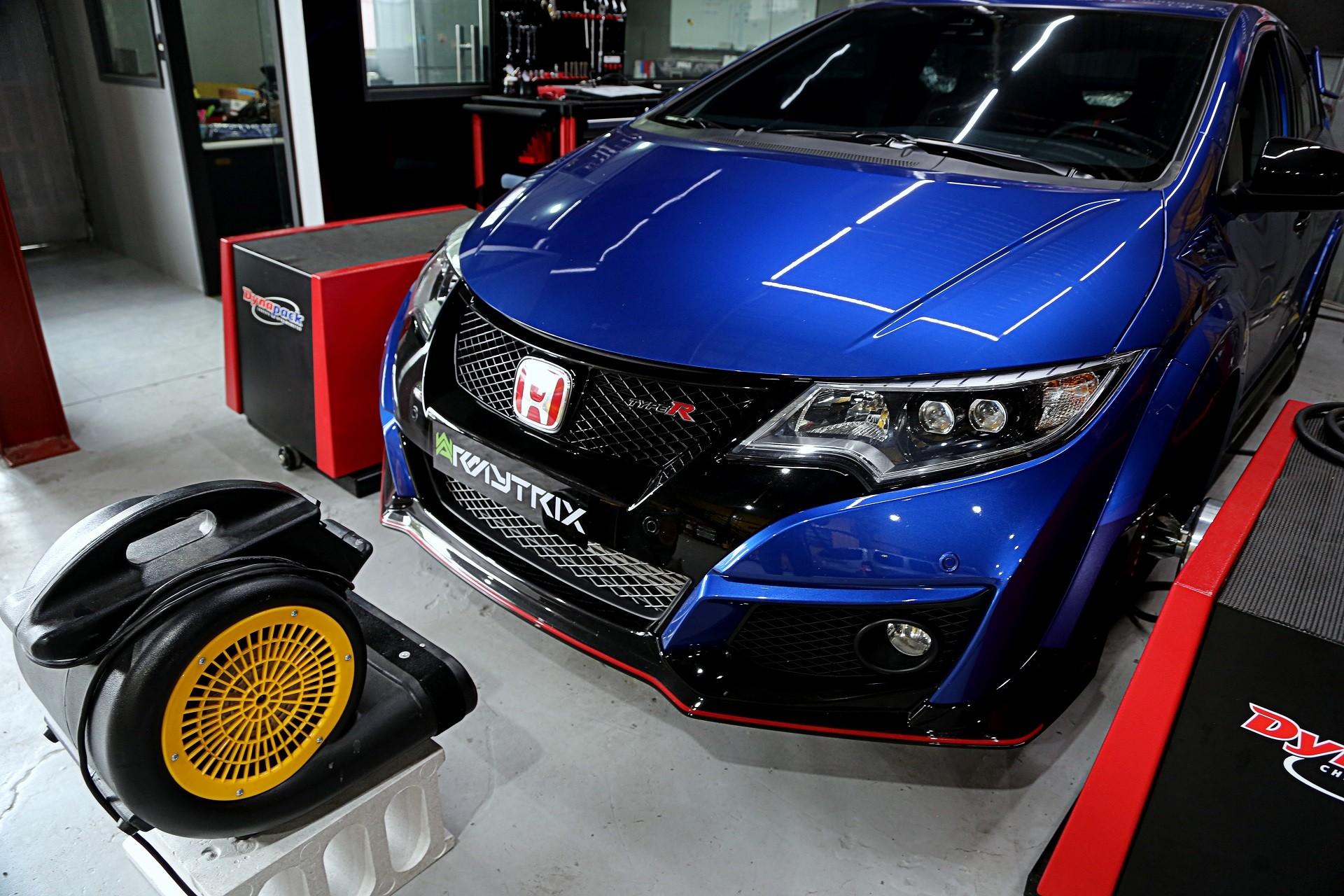 type r immediately installs racing exhaust 2015 honda. Black Bedroom Furniture Sets. Home Design Ideas