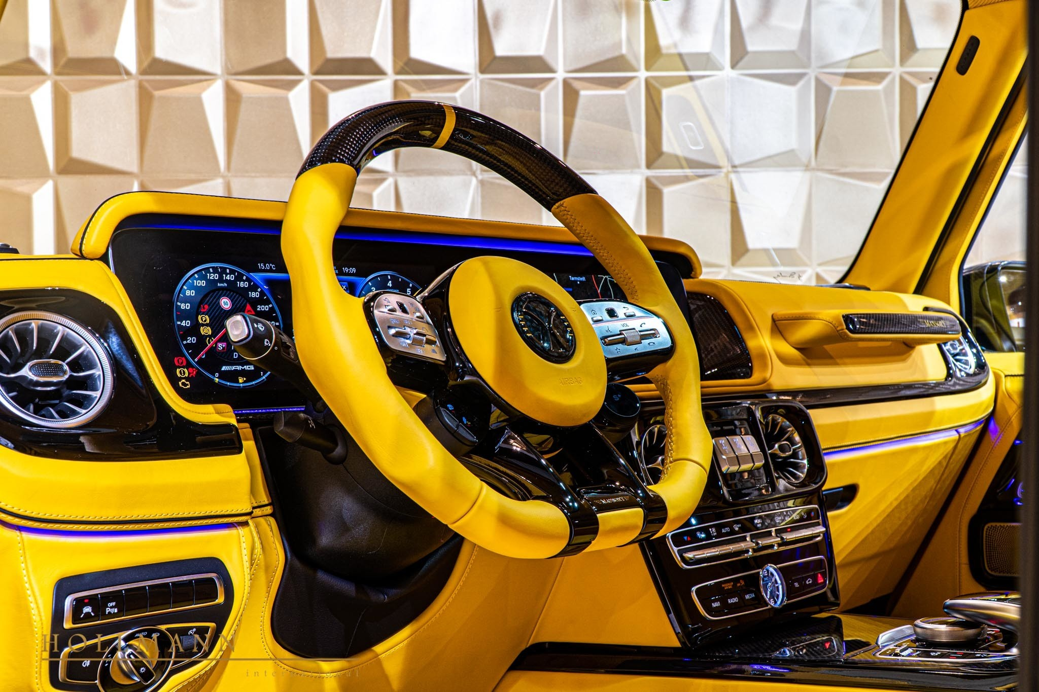 2017 - [Mercedes-Benz] Classe G II - Page 9 400000-widebody-g63-by-mansory-has-yellow-leather-interior_12