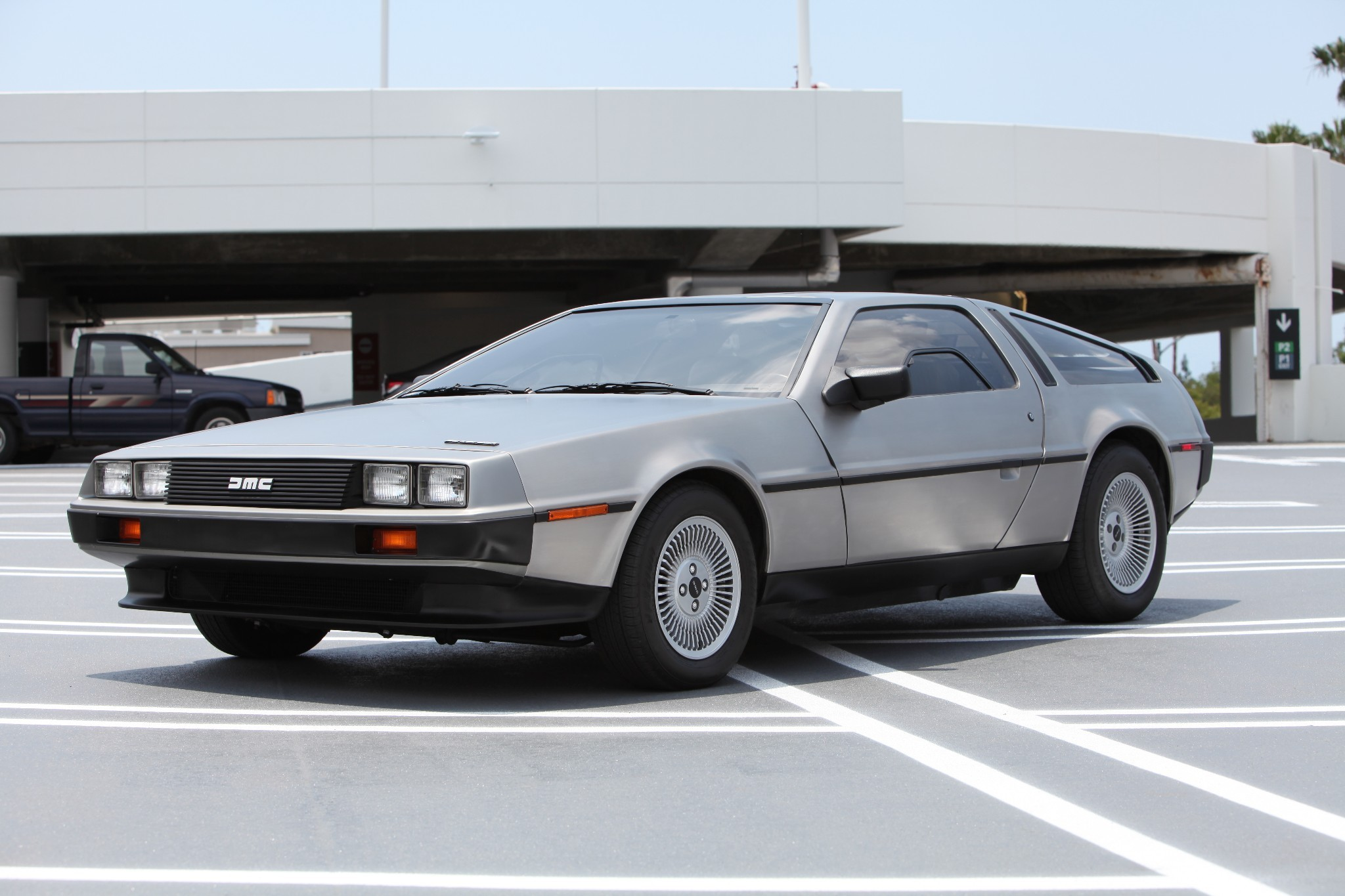 4 400 mile 1983 delorean dmc 12 on auction is 25 000 with six days left autoevolution. Black Bedroom Furniture Sets. Home Design Ideas