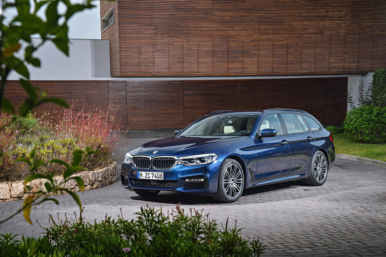 2017 bmw 5 series touring g31 revealed ahead of geneva. Black Bedroom Furniture Sets. Home Design Ideas