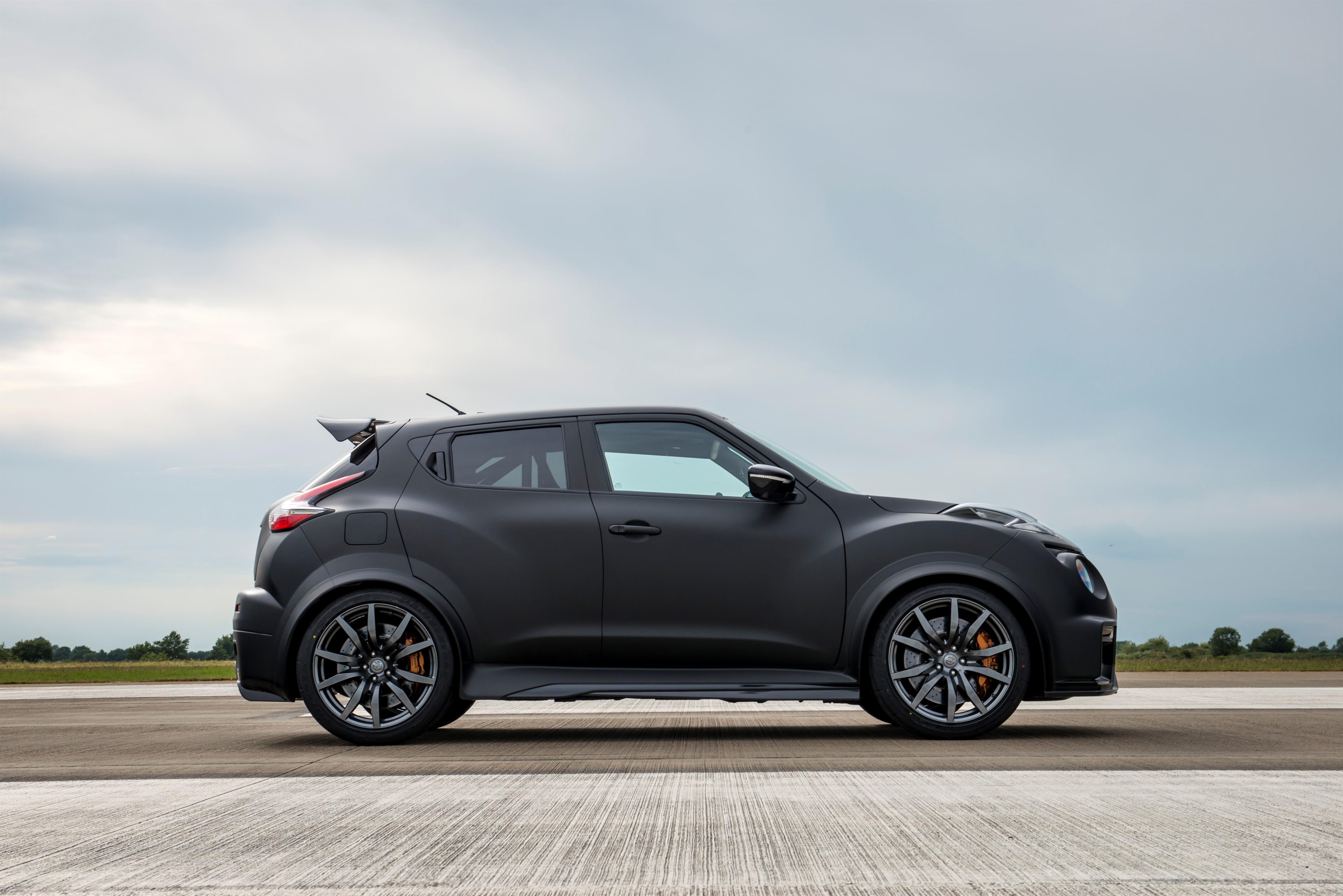 600 hp nissan juke r 2 0 shows up at goodwood threatens. Black Bedroom Furniture Sets. Home Design Ideas