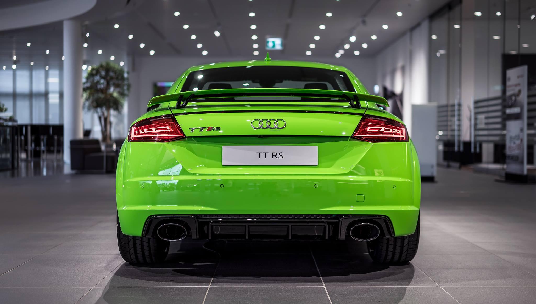 66 400 Audi Tt Rs Coupe In Green Looks Like A Lamborghini