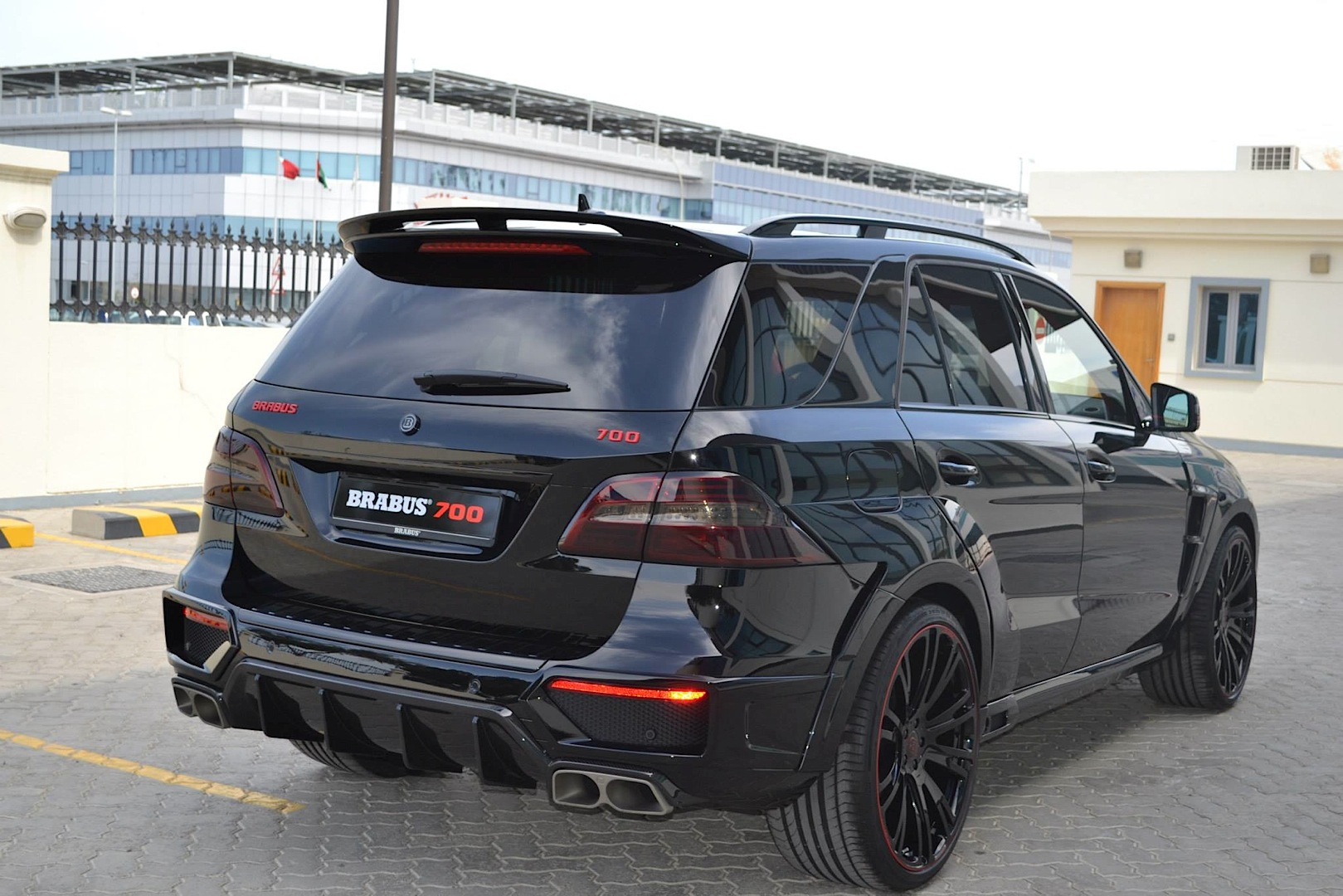 700 hp brabus ml 63 amg doesn 39 t play around autoevolution. Black Bedroom Furniture Sets. Home Design Ideas