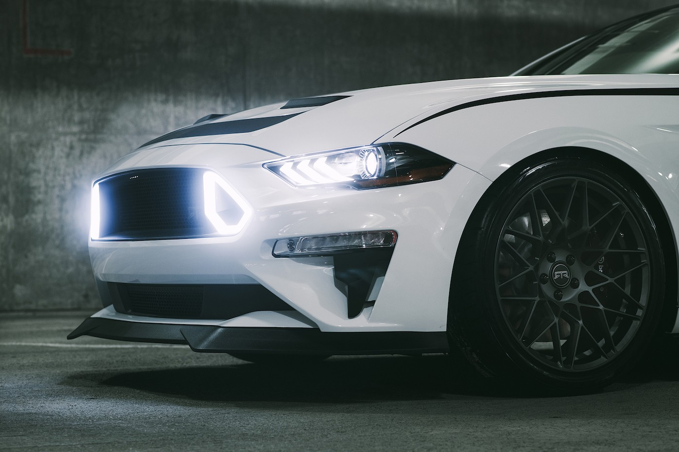 700+ HP Spec 3 2018 Mustang RTR Is Out For Dodge Challenger SRT Hellcat Blood - autoevolution