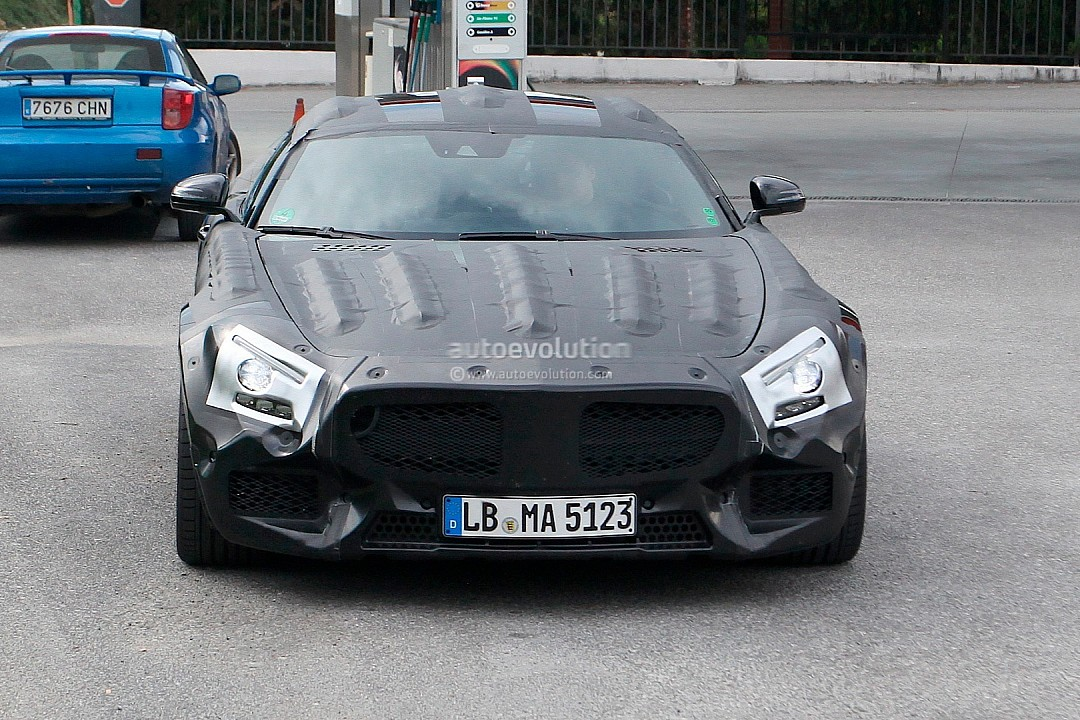 2014 - [Mercedes-AMG] GT [C190] - Page 2 Mercedes-benz-slc-gt-c190-caught-while-being-tested-photo-gallery-720p-1