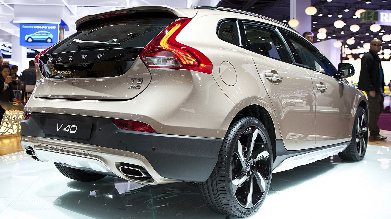 Volvo V40 Cross Country gets the all-wheel drive it