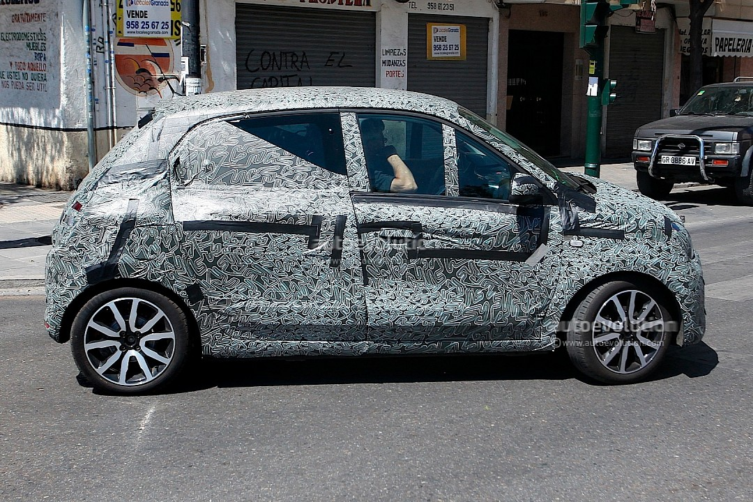 2015 - [Fiat] 500 Restylée - Page 2 Spyshots-all-new-renault-twingo-spotted-for-first-time-looks-like-twin-run-concept-720p-4