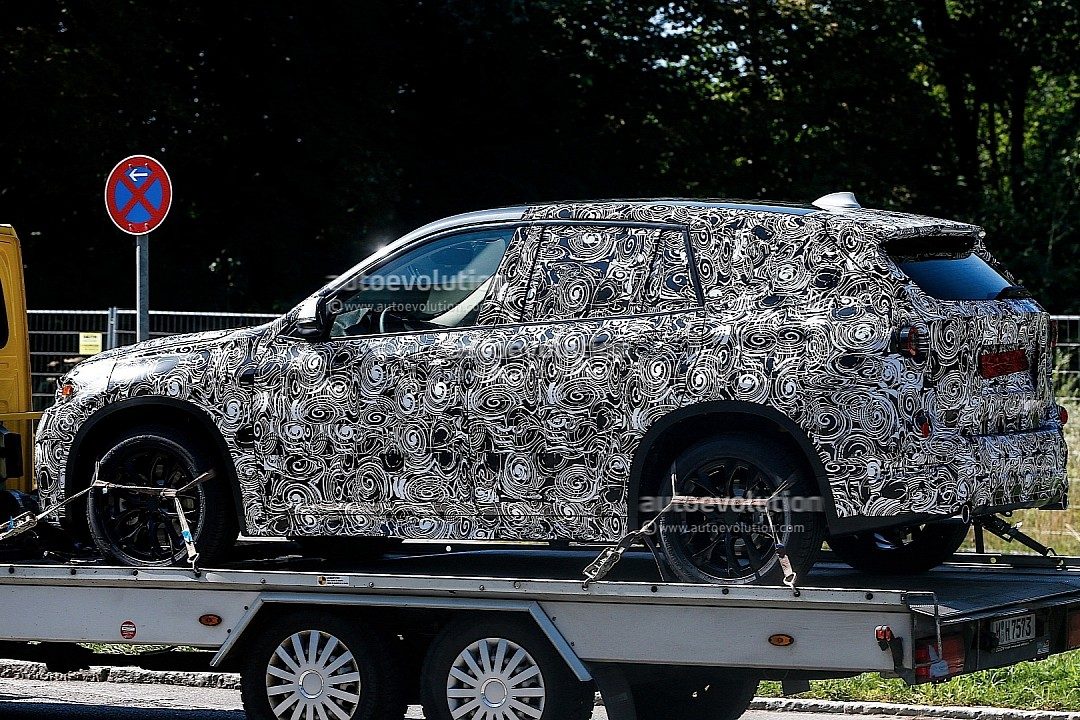 spyshots-bmw-f48-x1-spied-on-a-trailer-720p-4