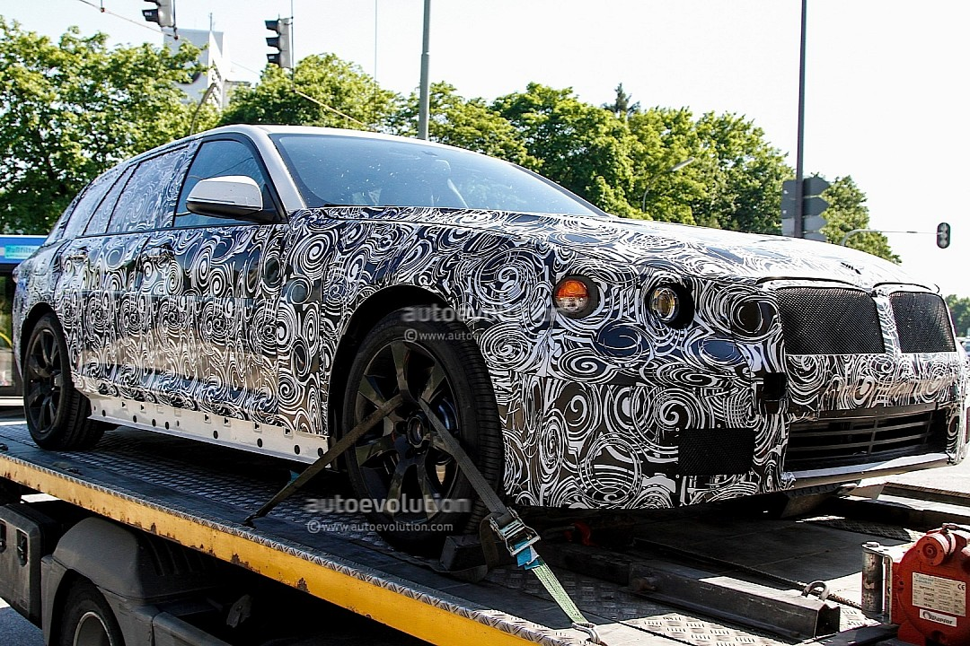 spyshots-upcoming-bmw-5-series-touring-rolls-into-view-720p-1