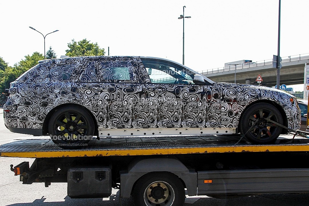 spyshots-upcoming-bmw-5-series-touring-rolls-into-view-720p-3