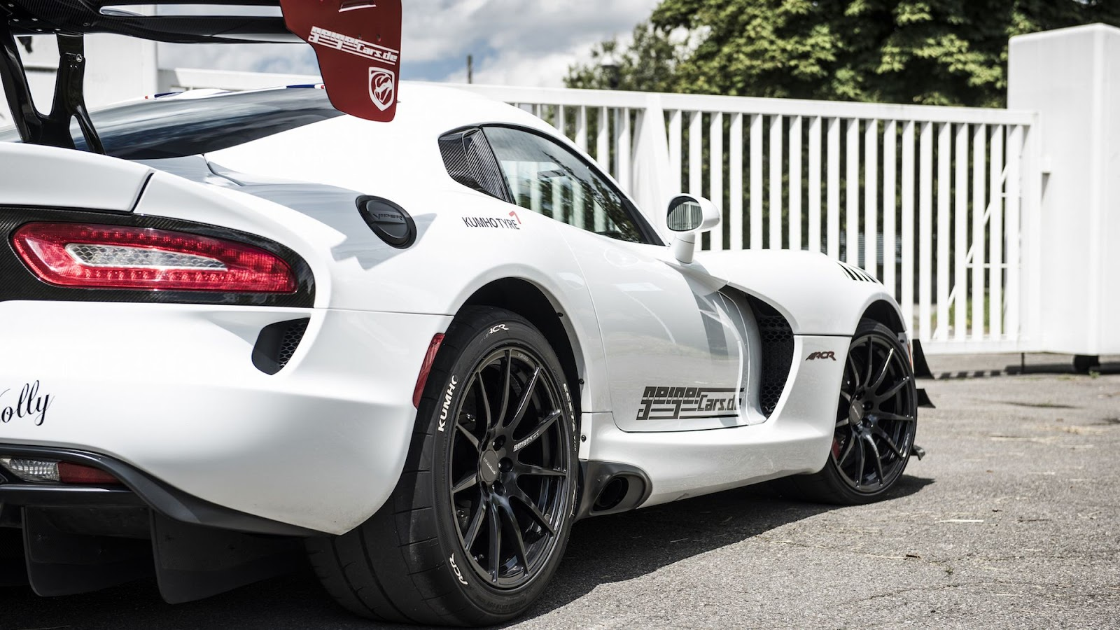 765 hp dodge viper acr tuned by germany 39 s geigercars is a middle finger to all autoevolution. Black Bedroom Furniture Sets. Home Design Ideas